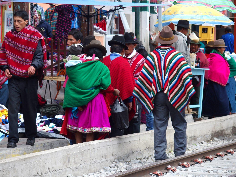Marché de Guamote sur le chemin de fer