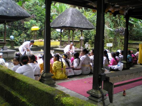 Offrandes temple Besakih Bali