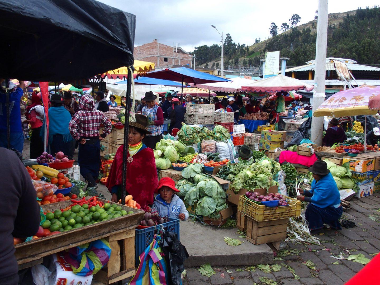 Quartier fruits et légumes marché de Guamote Equateur