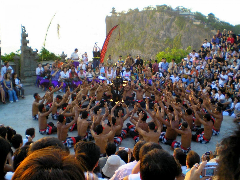 Spectacle danse Kecak devant temple Uluwatu Bali