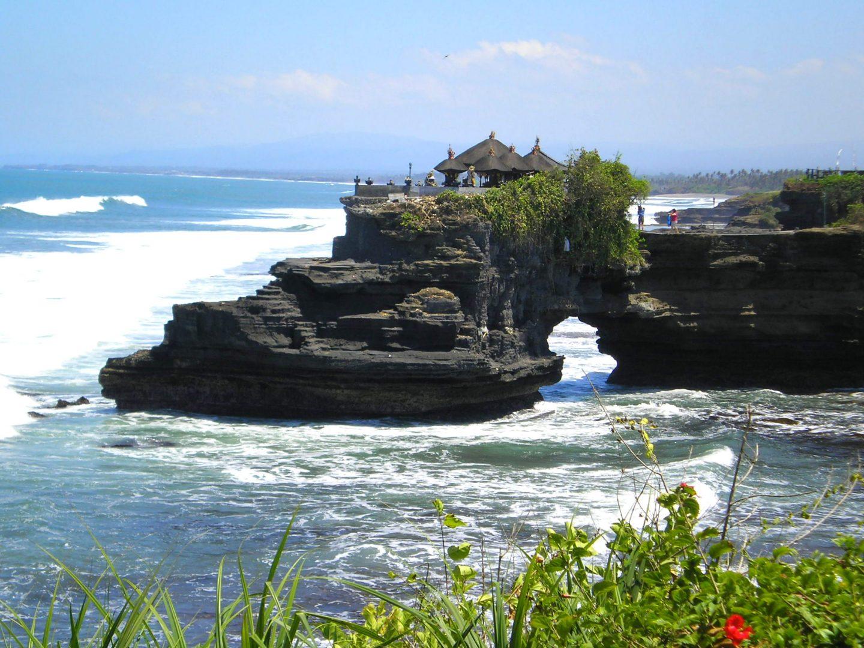 Tanah Lot face à la mer Bali