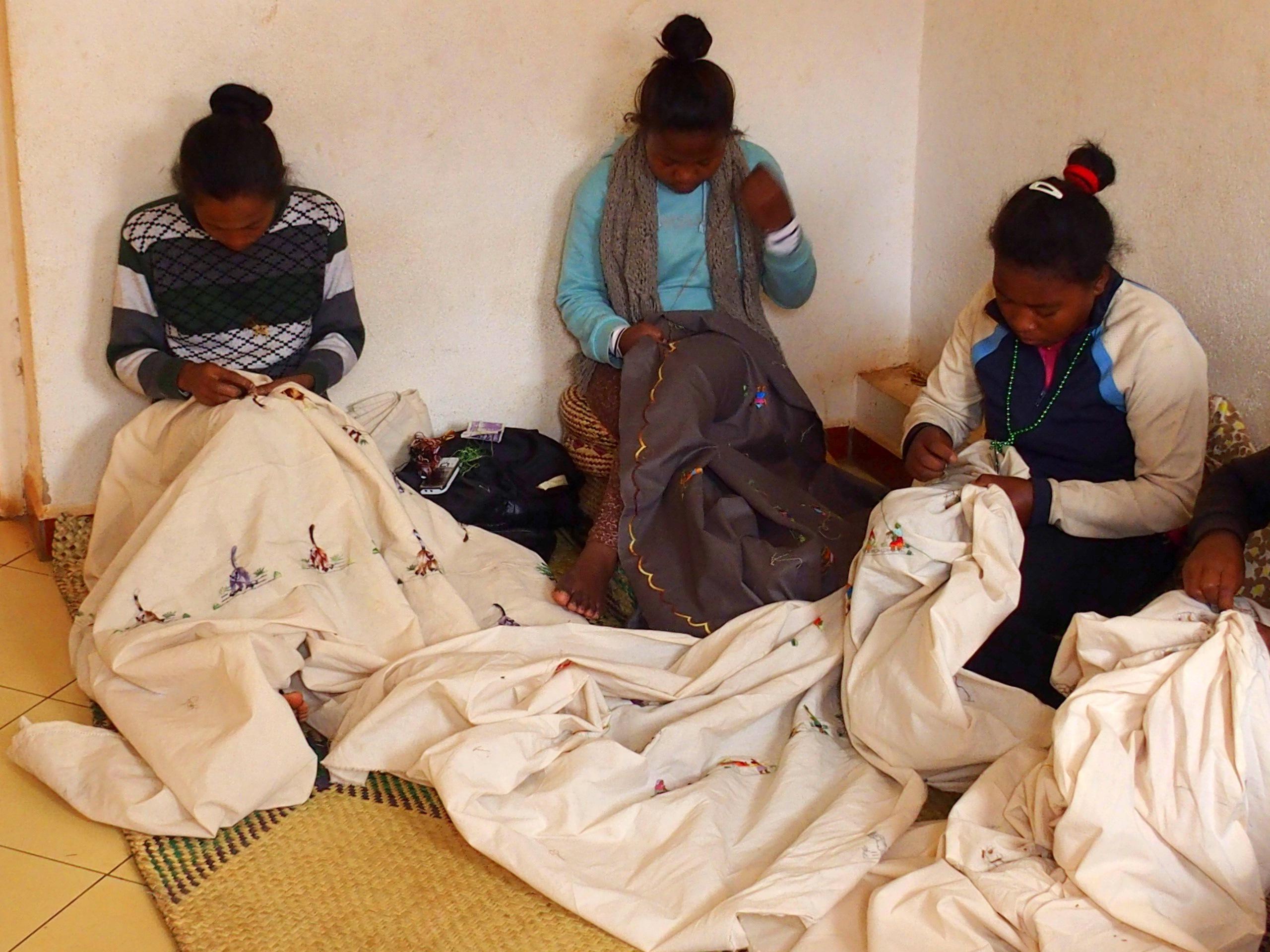 Brodeuses artisanat malgache