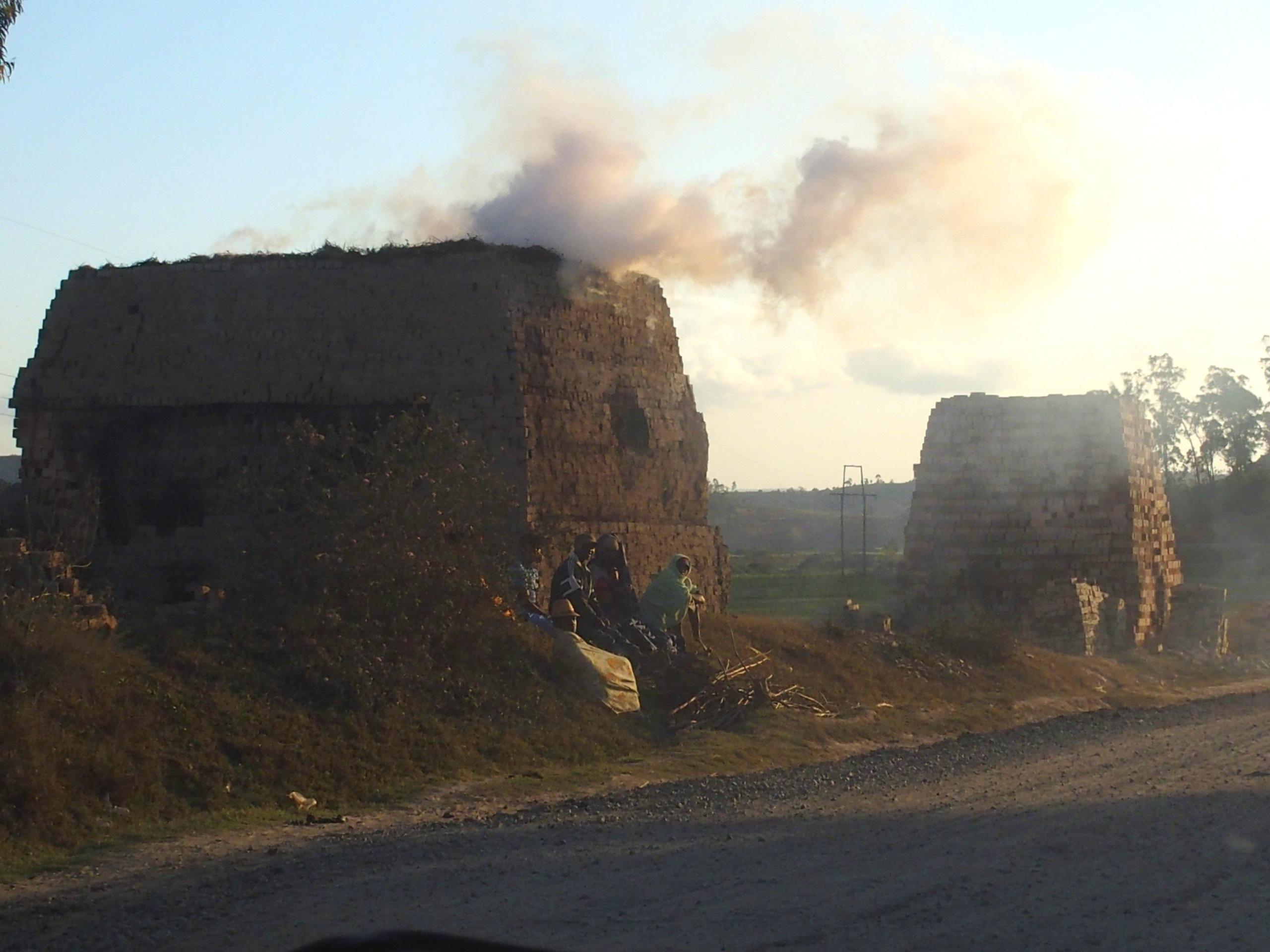 Fumées-des-fabriques-de-briques-Madagascar.
