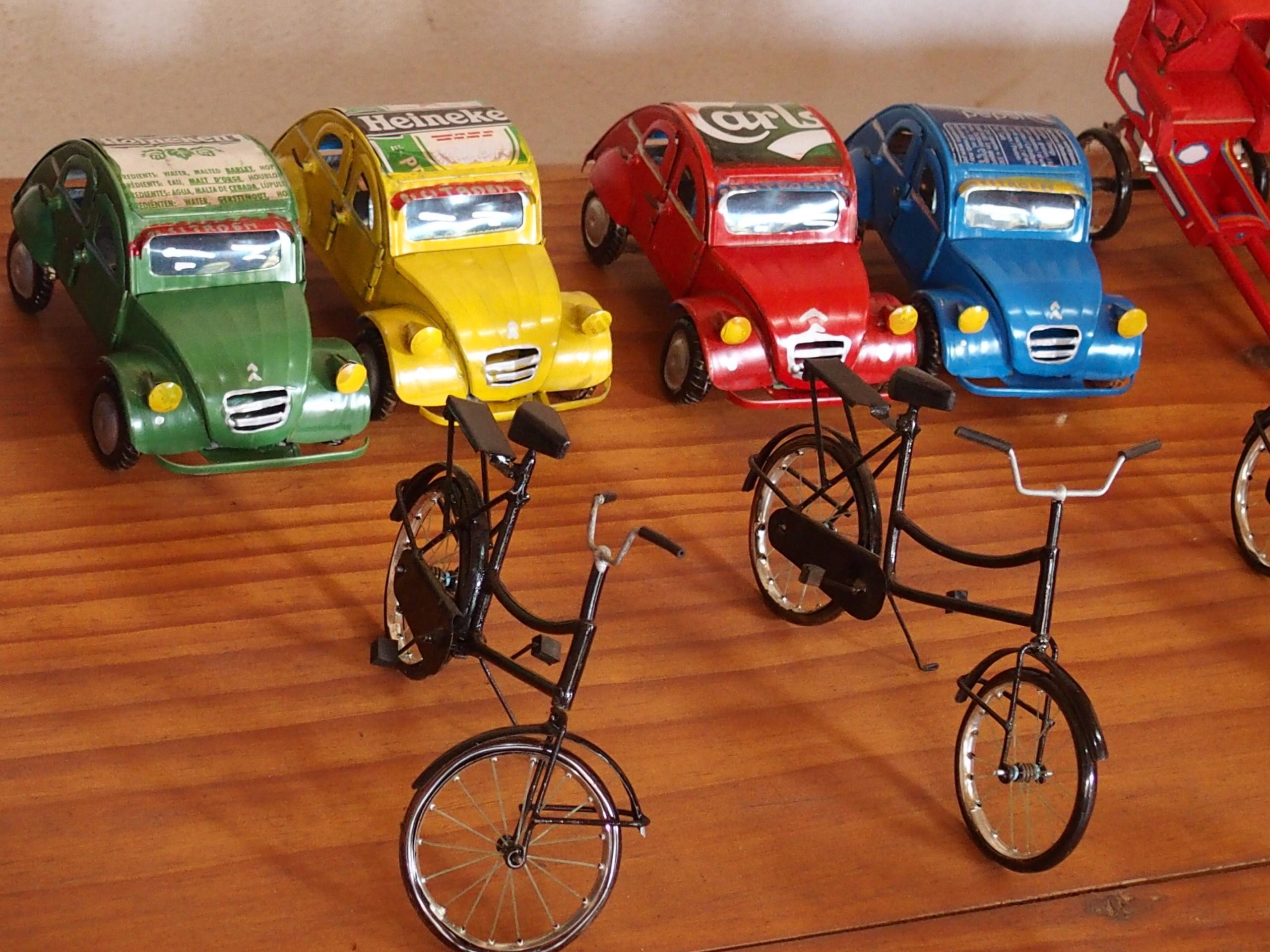 Petits objets artisanaux de matériaux recyclés Madagascar