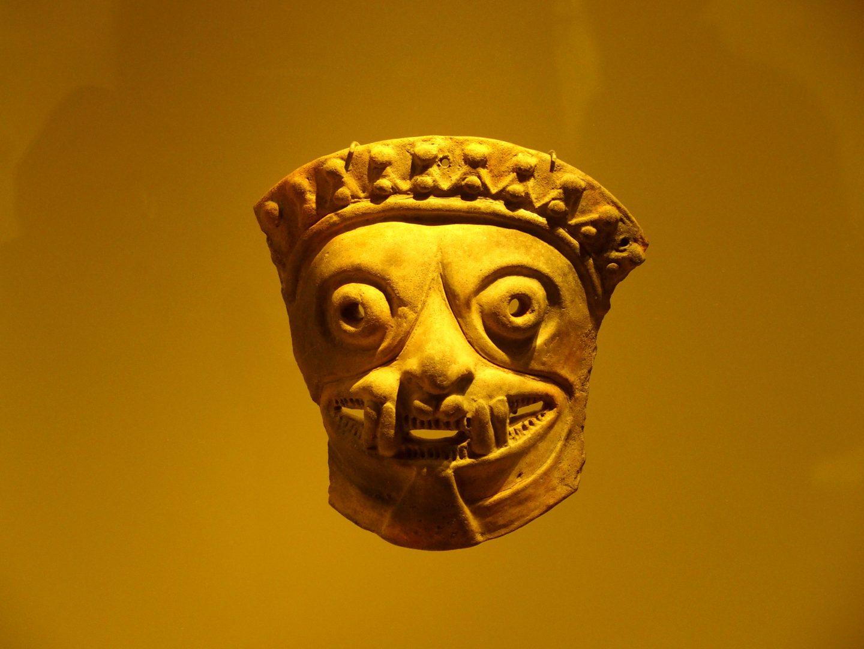 Masque terre cuite Musée de l'Or Bogota Colombie