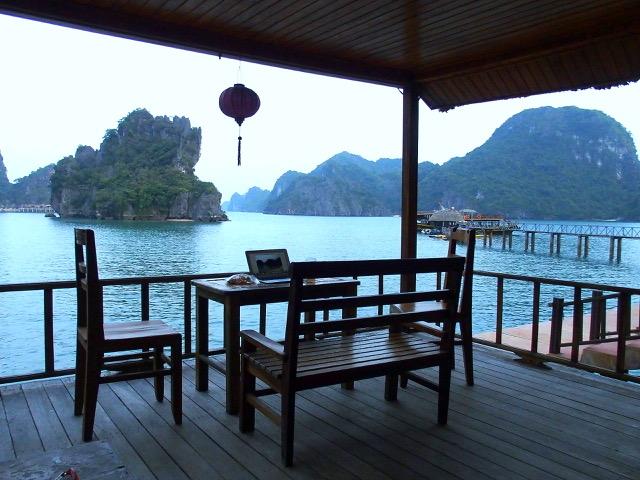 Bureau de nomade en slow travel baie de Lanh Ha Vietnam