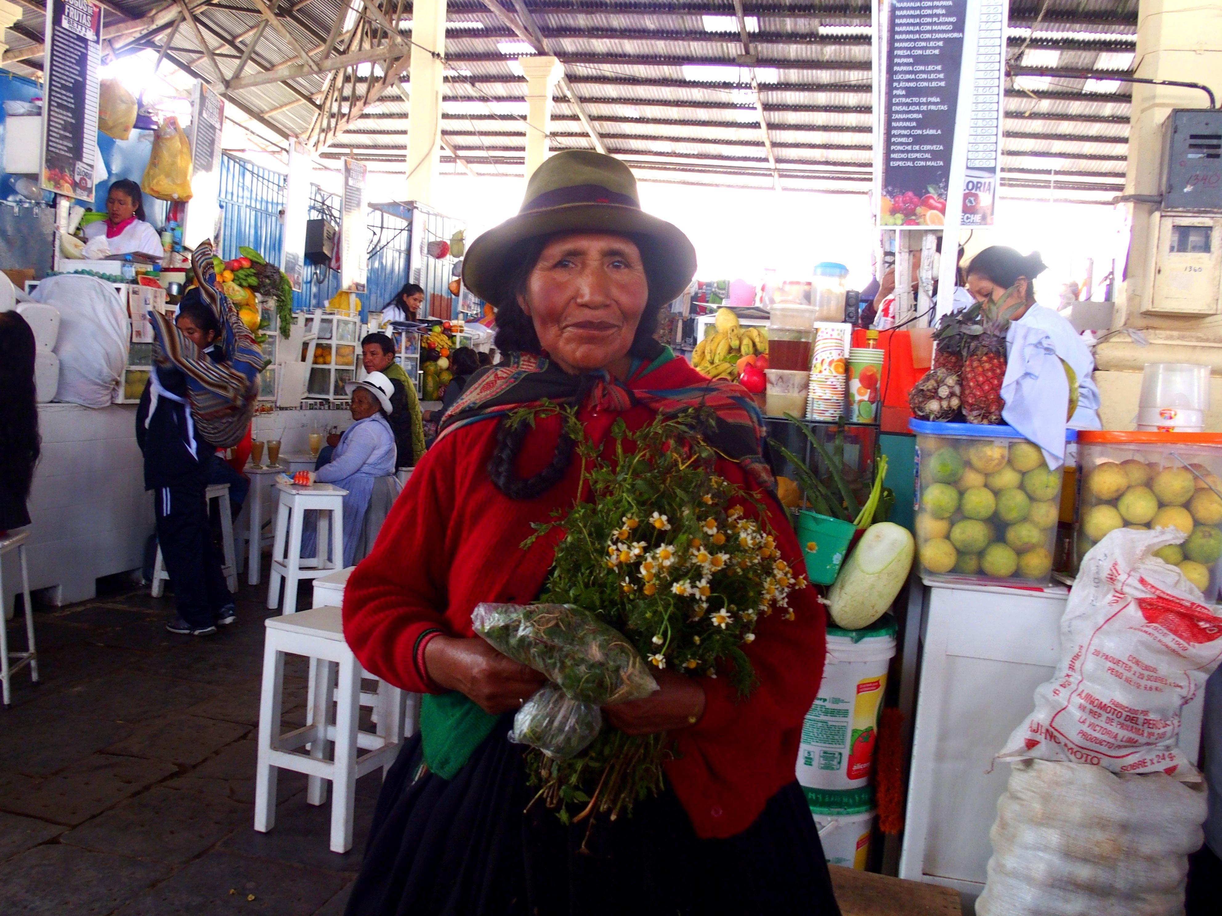 Dame équatorienne au marché de Cuenca Equateur