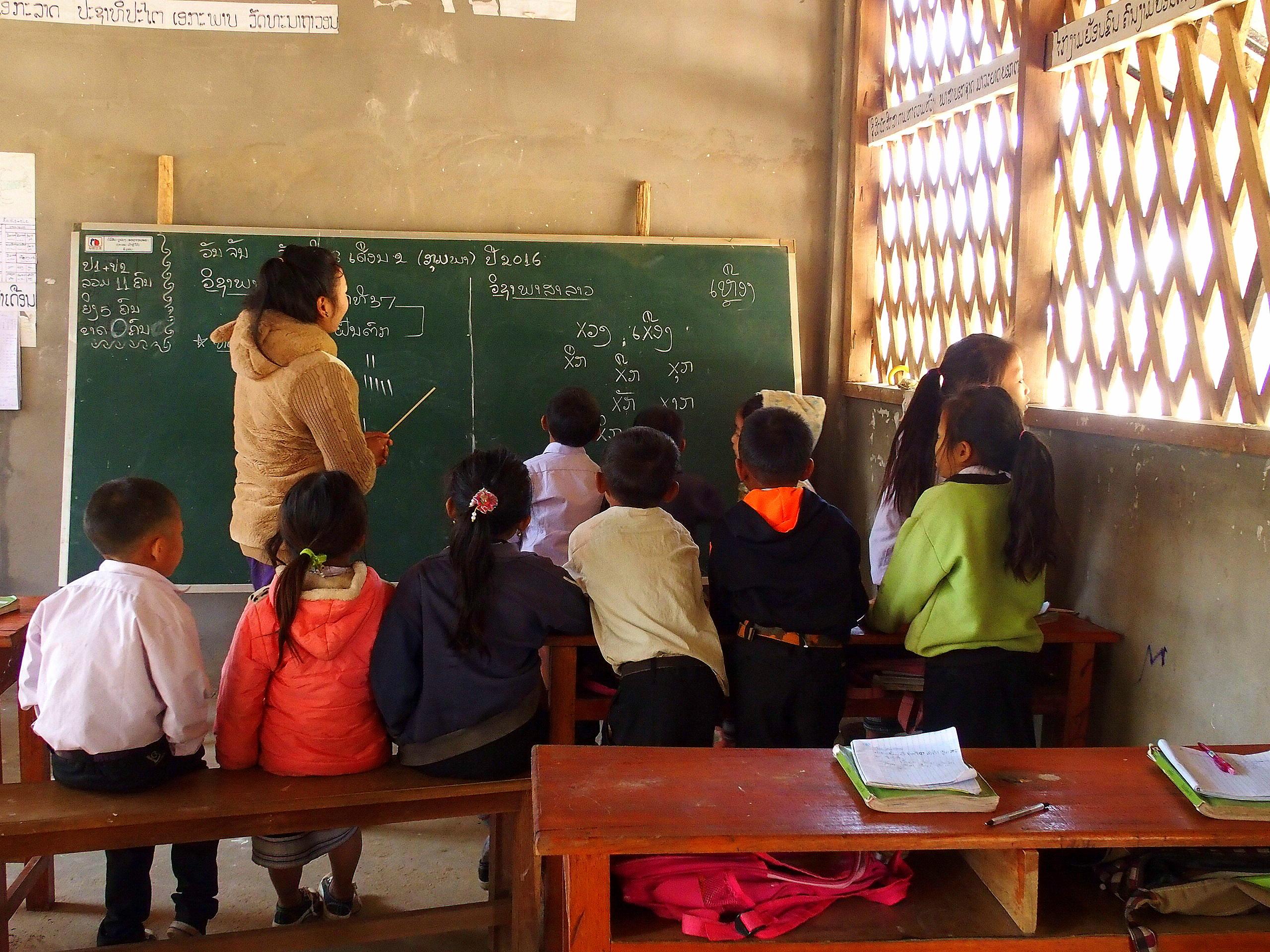 Enfants à l'école entre Nong Khiaw et Muang Ngoi Laos