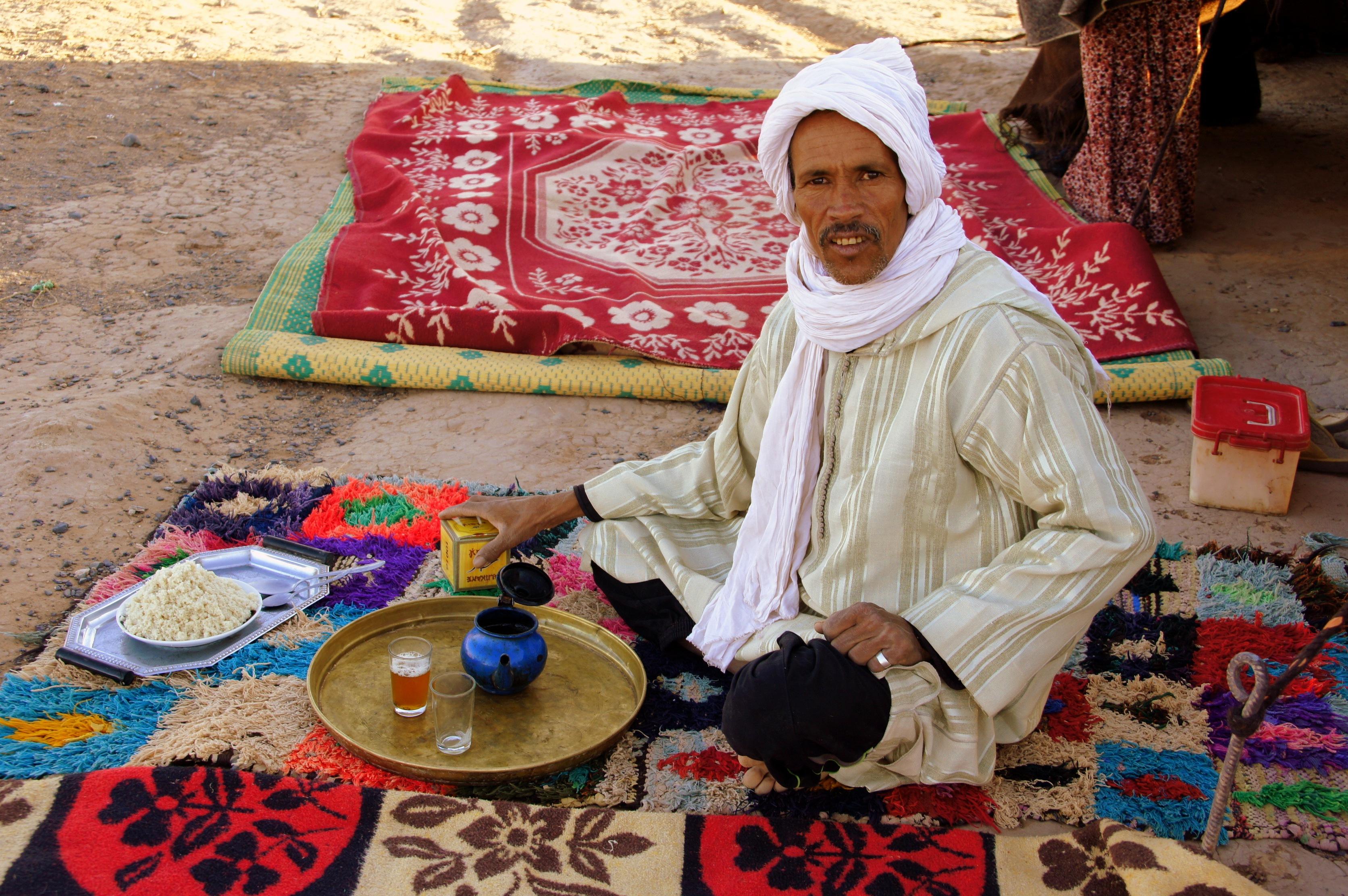 Pause Thé désert Mhamid Maroc