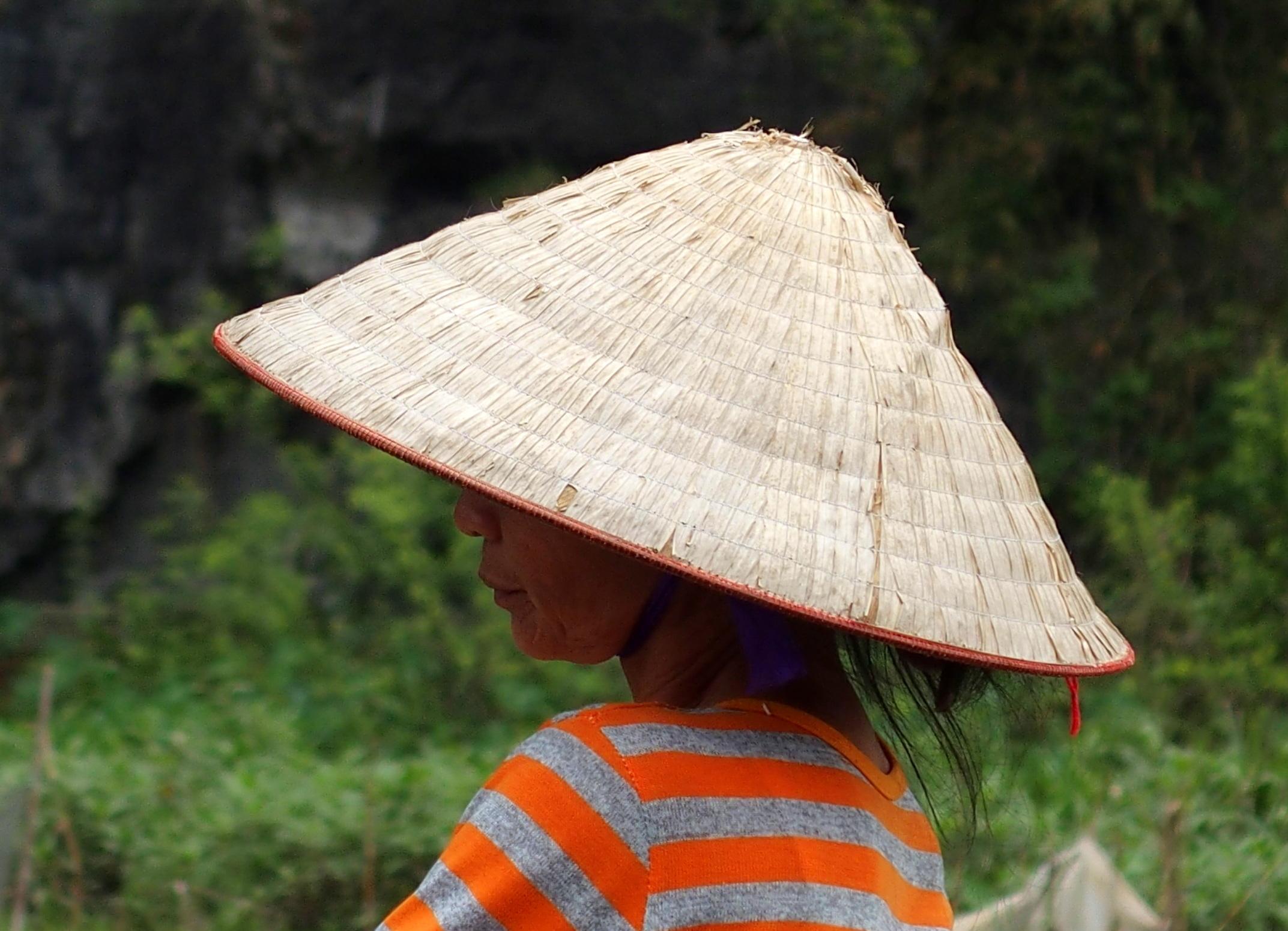 Chapeau conique souvenirs du Vietnam Ninh Binh.