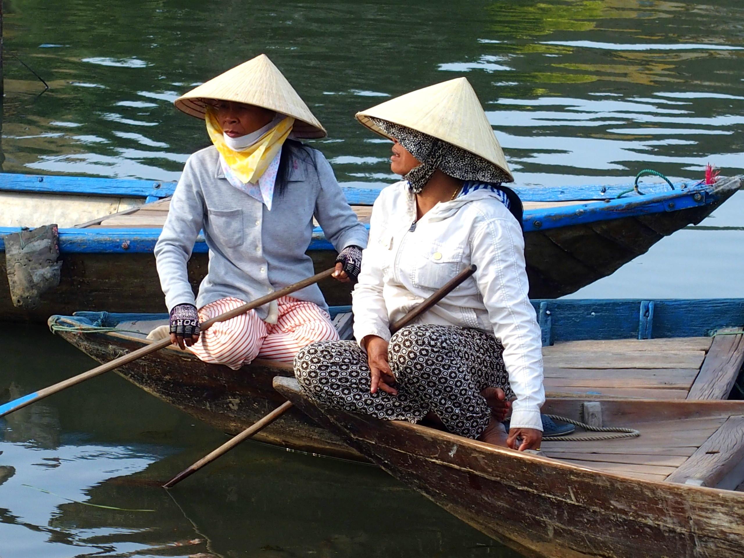 Pêcheuses à chapeau conique de femmes souvenirs du Vietnam