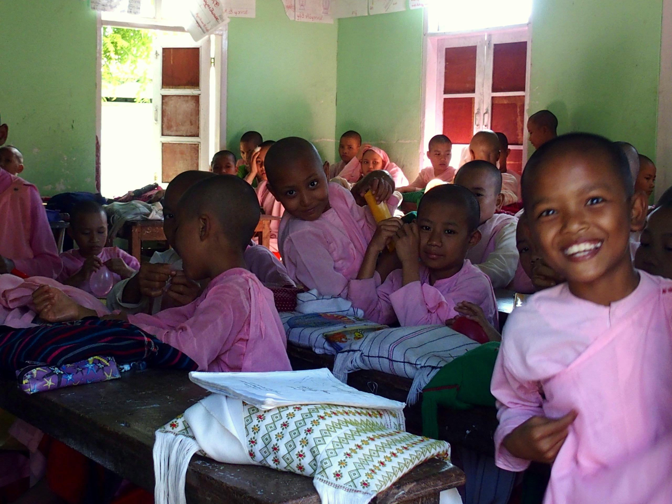 Slow Travel dans une école de jeunes nonnes à Mandalay Birmanie