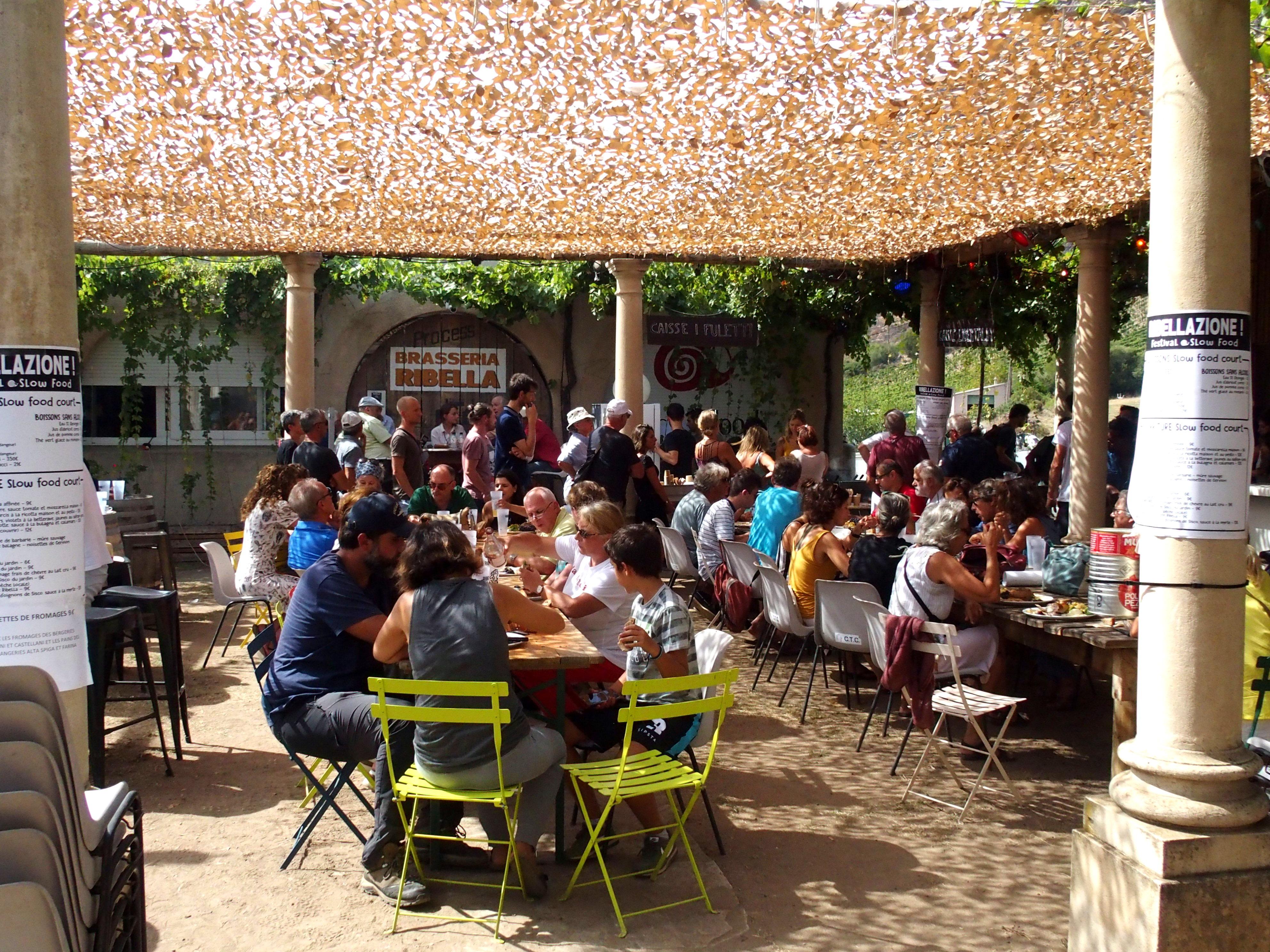 Déjeuner convivial pour manger bon propre et juste en Corse