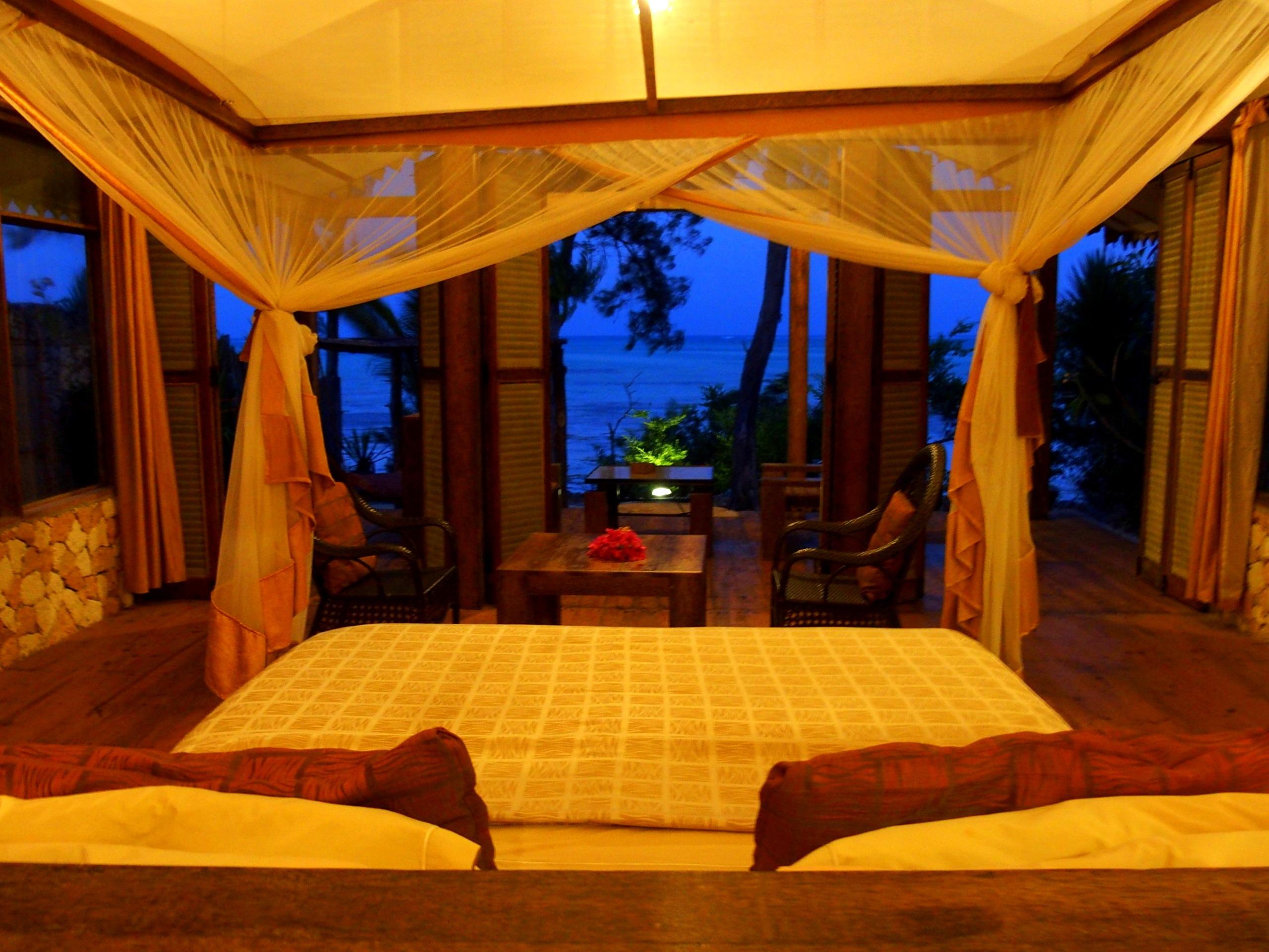 Fin de journée dans chambre avec vue sur océan indien au Seasons lodge à Zanzibar