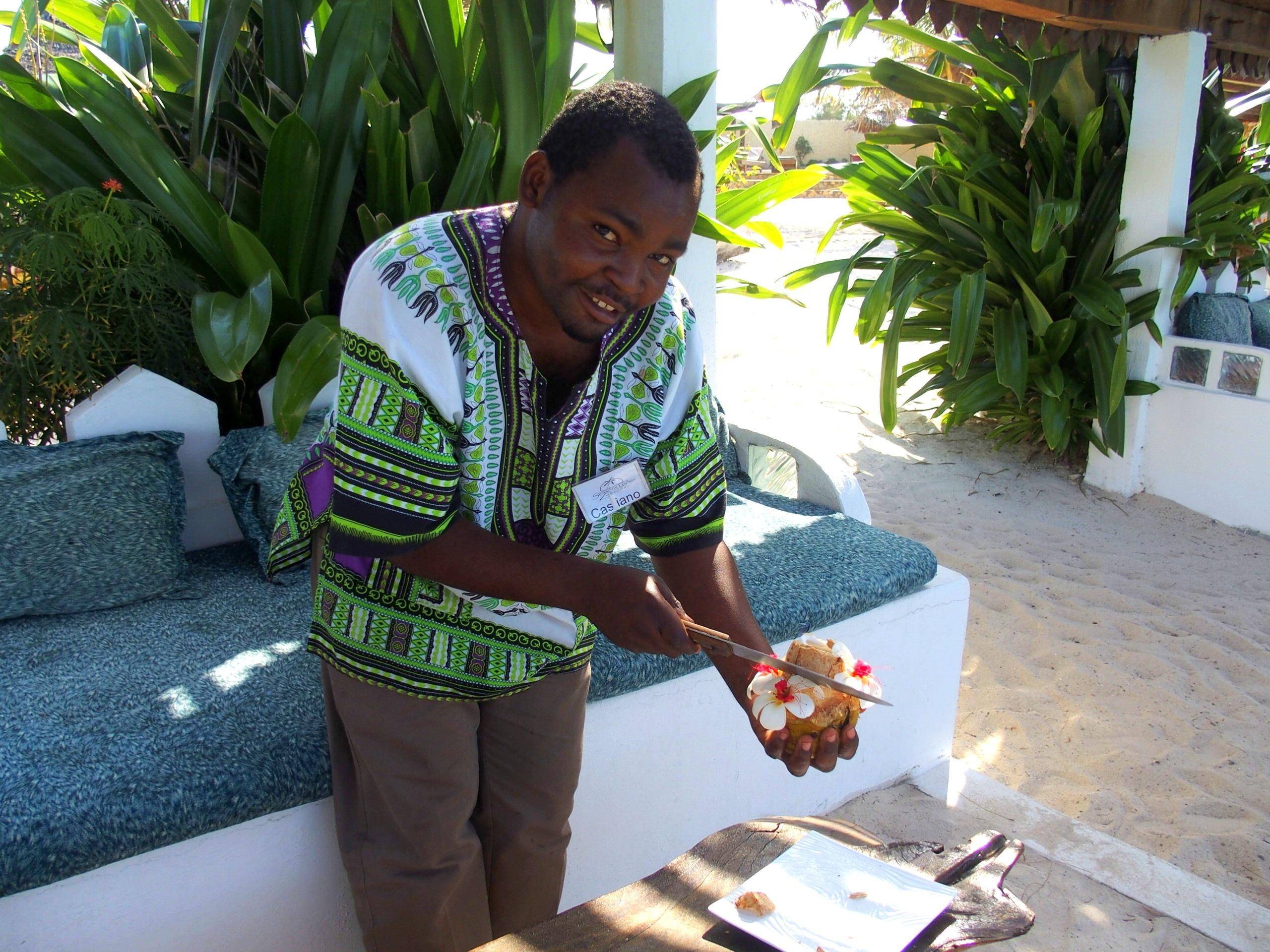 L'heure du cocktail à la noix de coco avec Cassiano Seasons lodge Zanzibar.