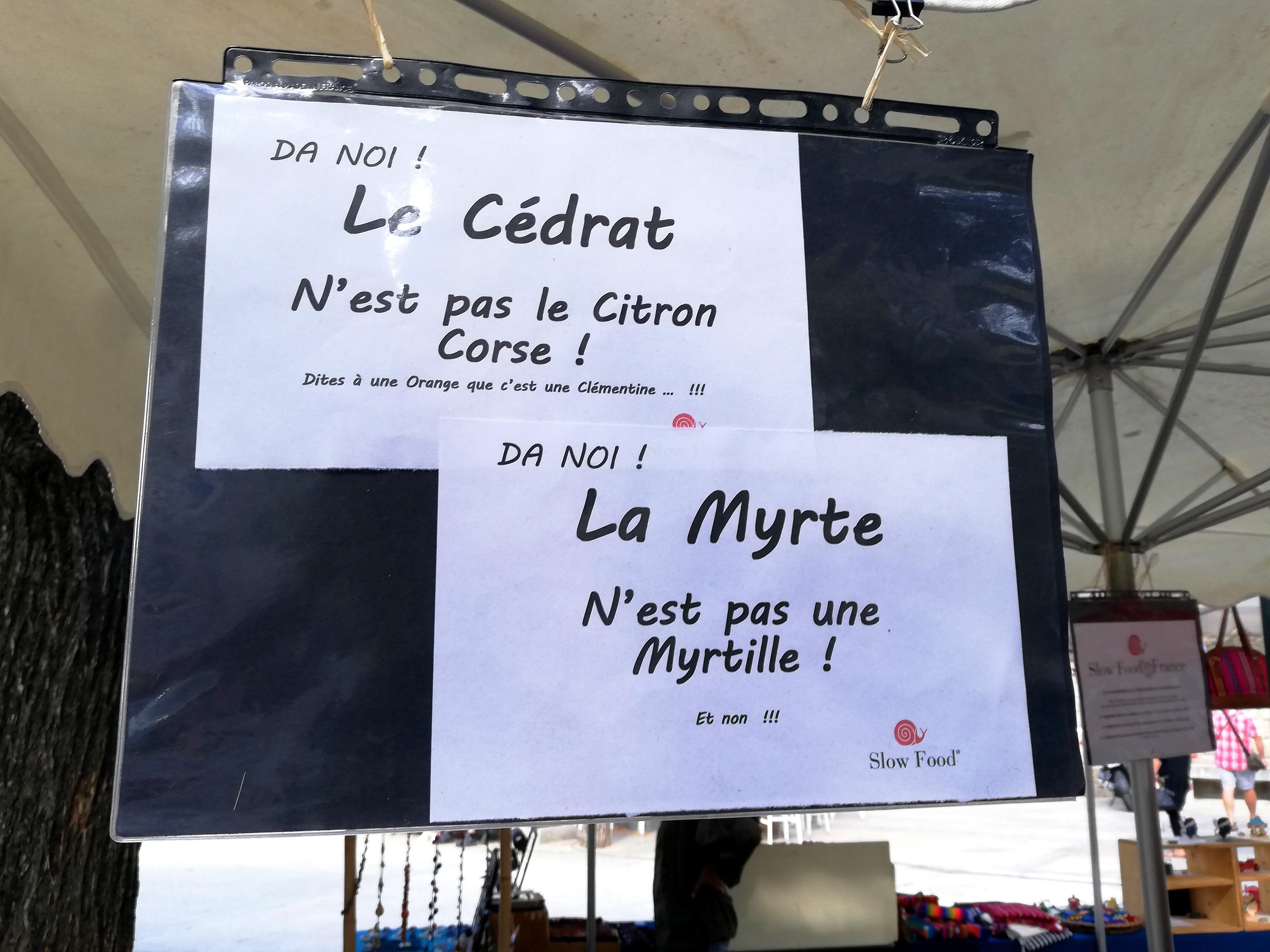 Pédagogie sur le stand Slow Food du marché de Sartène en Corse