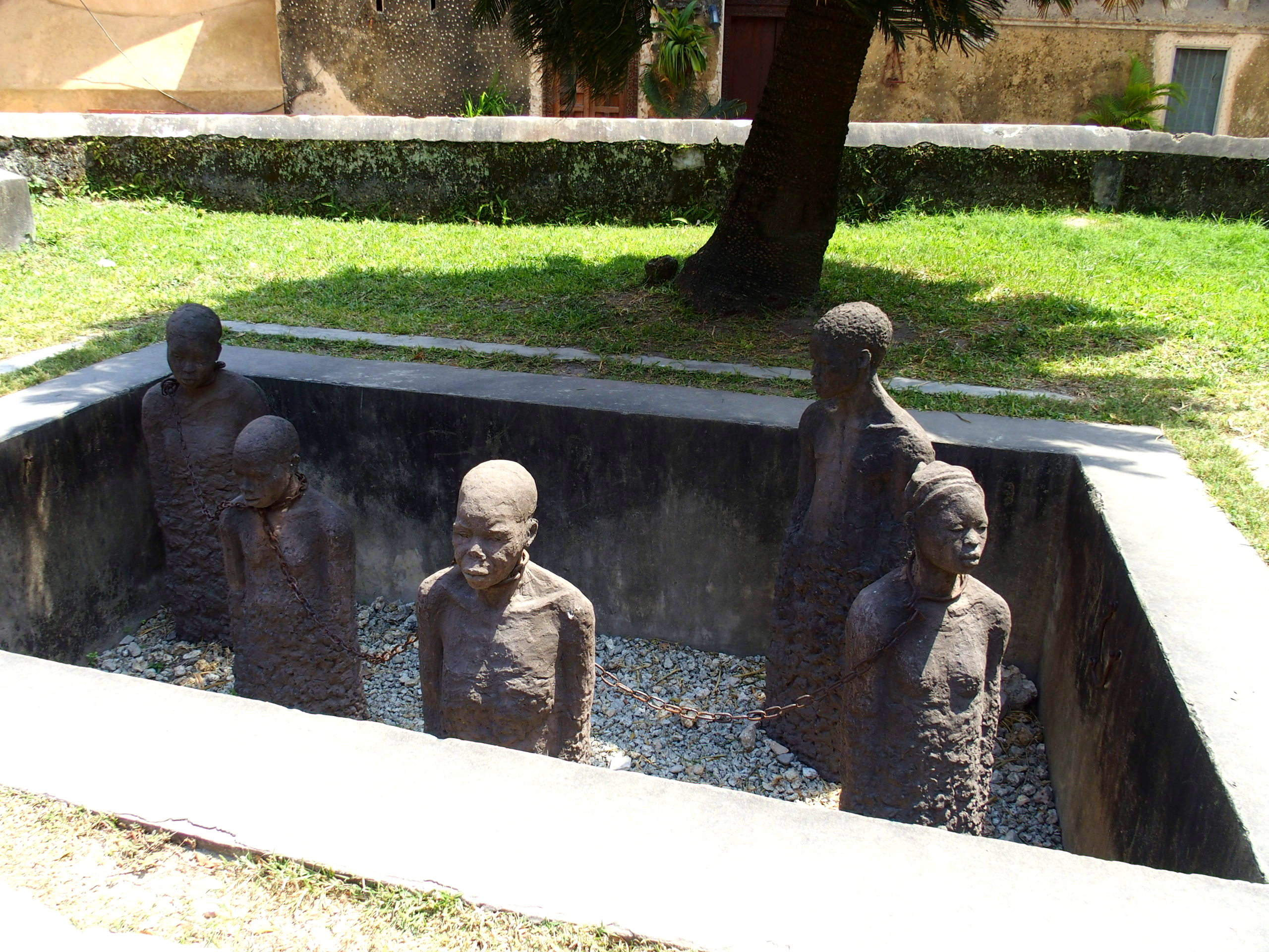 Sculpture maison des esclaves Stone Town Zanzibar