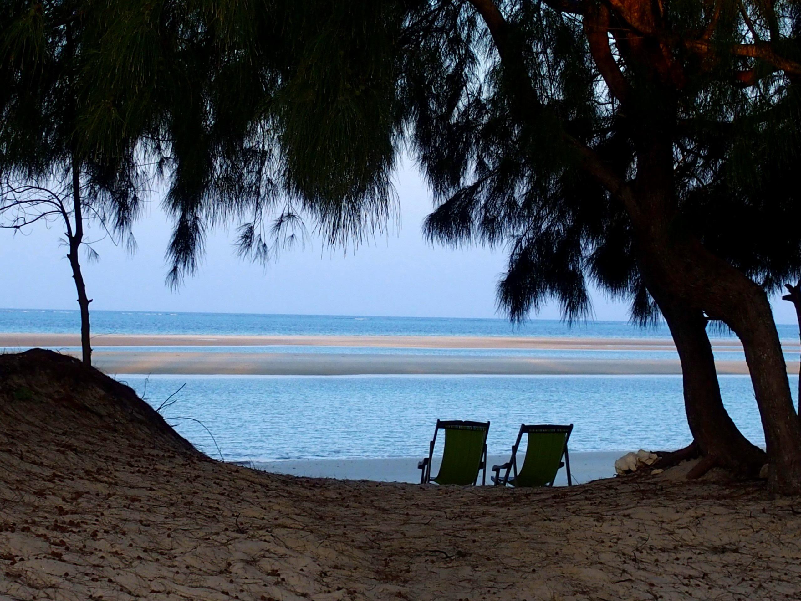 Détente au bord de la plage Ulala Lodge Pemba Mozambique.