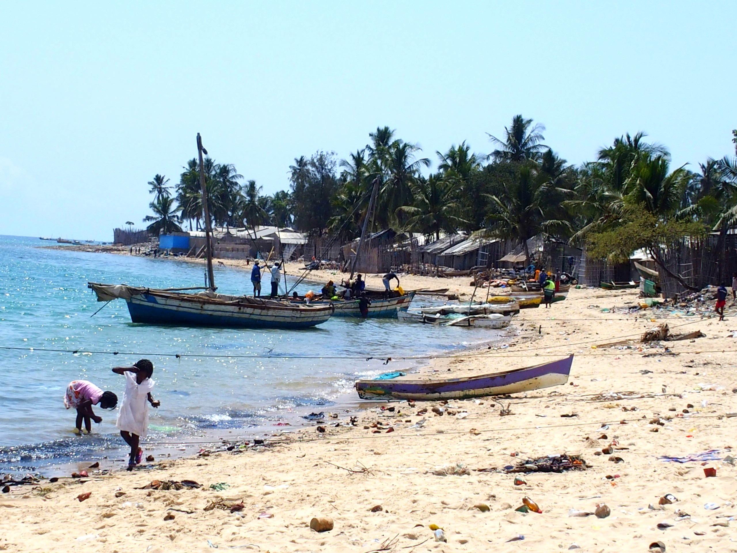 Plage de Pemba avec bateaux Mozambique