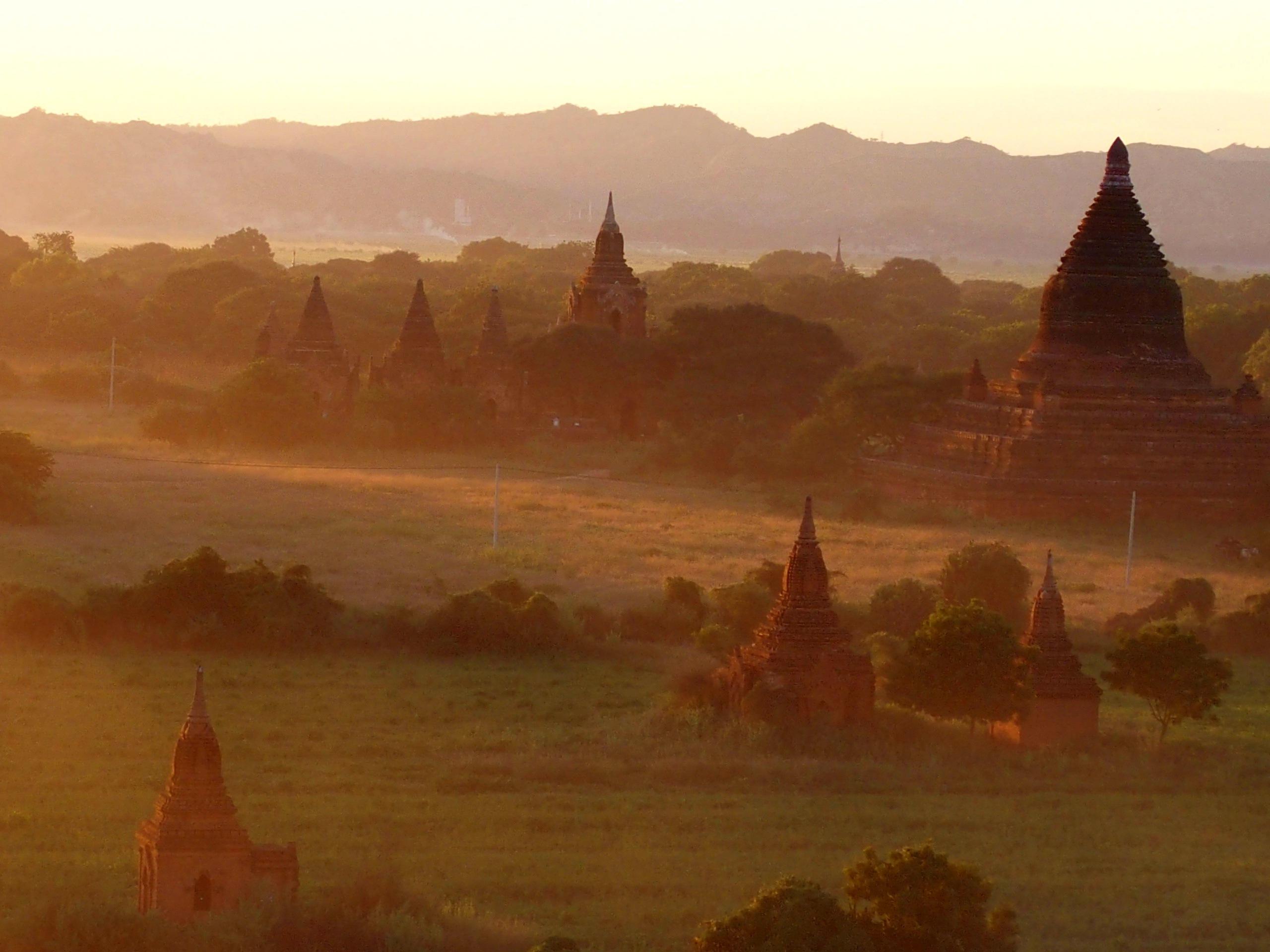 Début-de-soirée-à-Bagan-Myanmar-