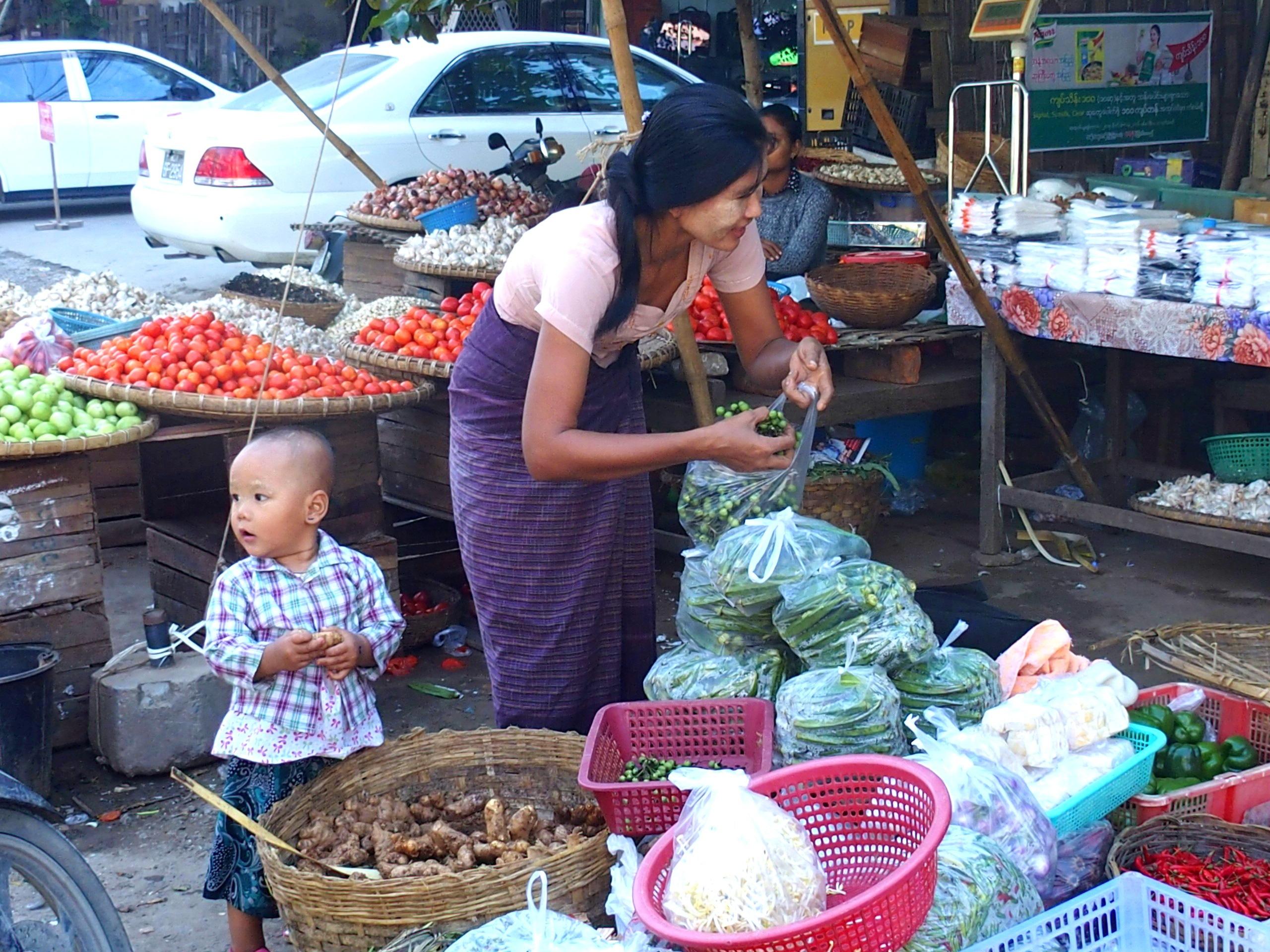 Sur-le-marché-de-Bago-Myanmar