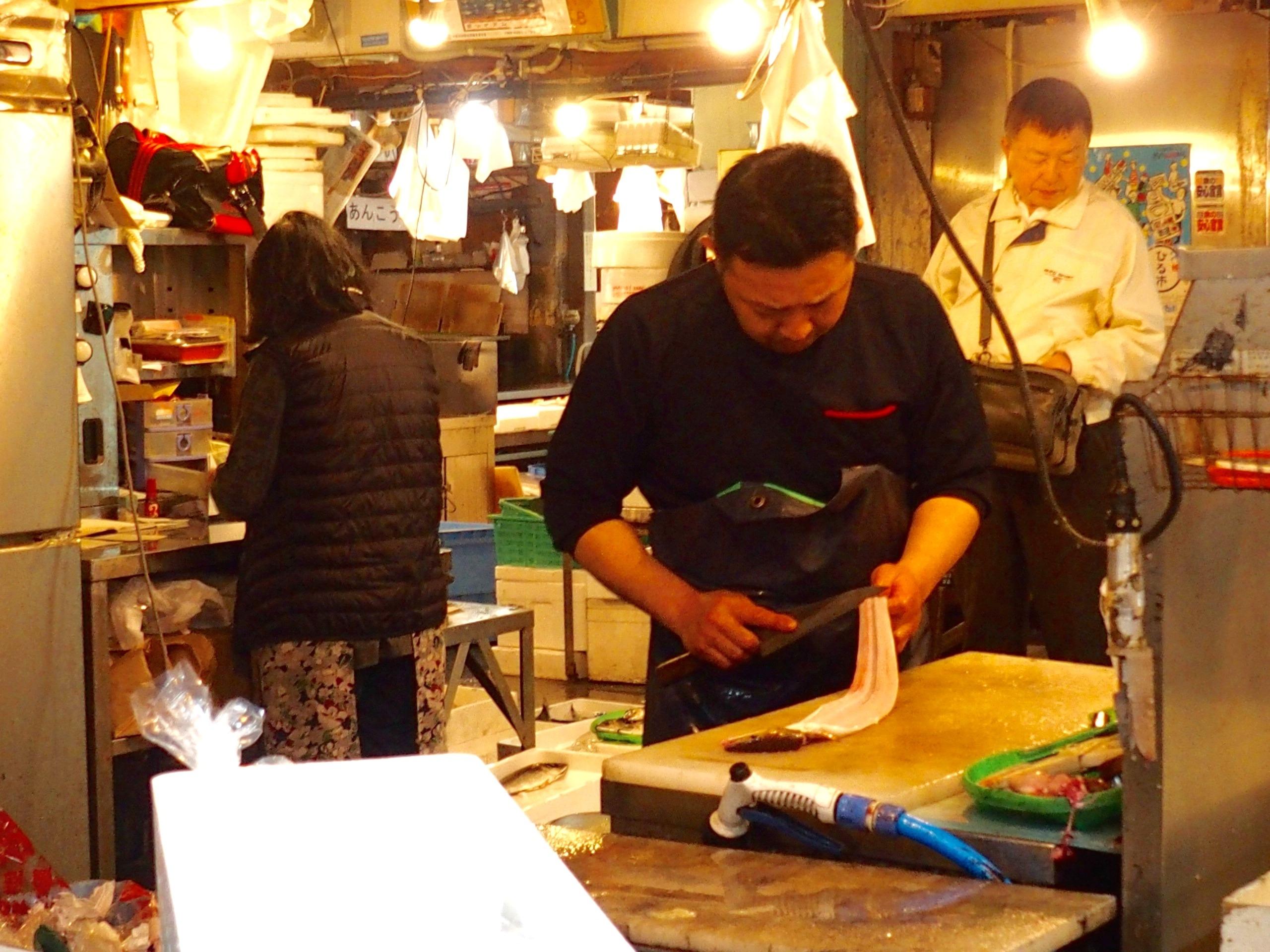 Découpe de poissons marché Osaka Japon