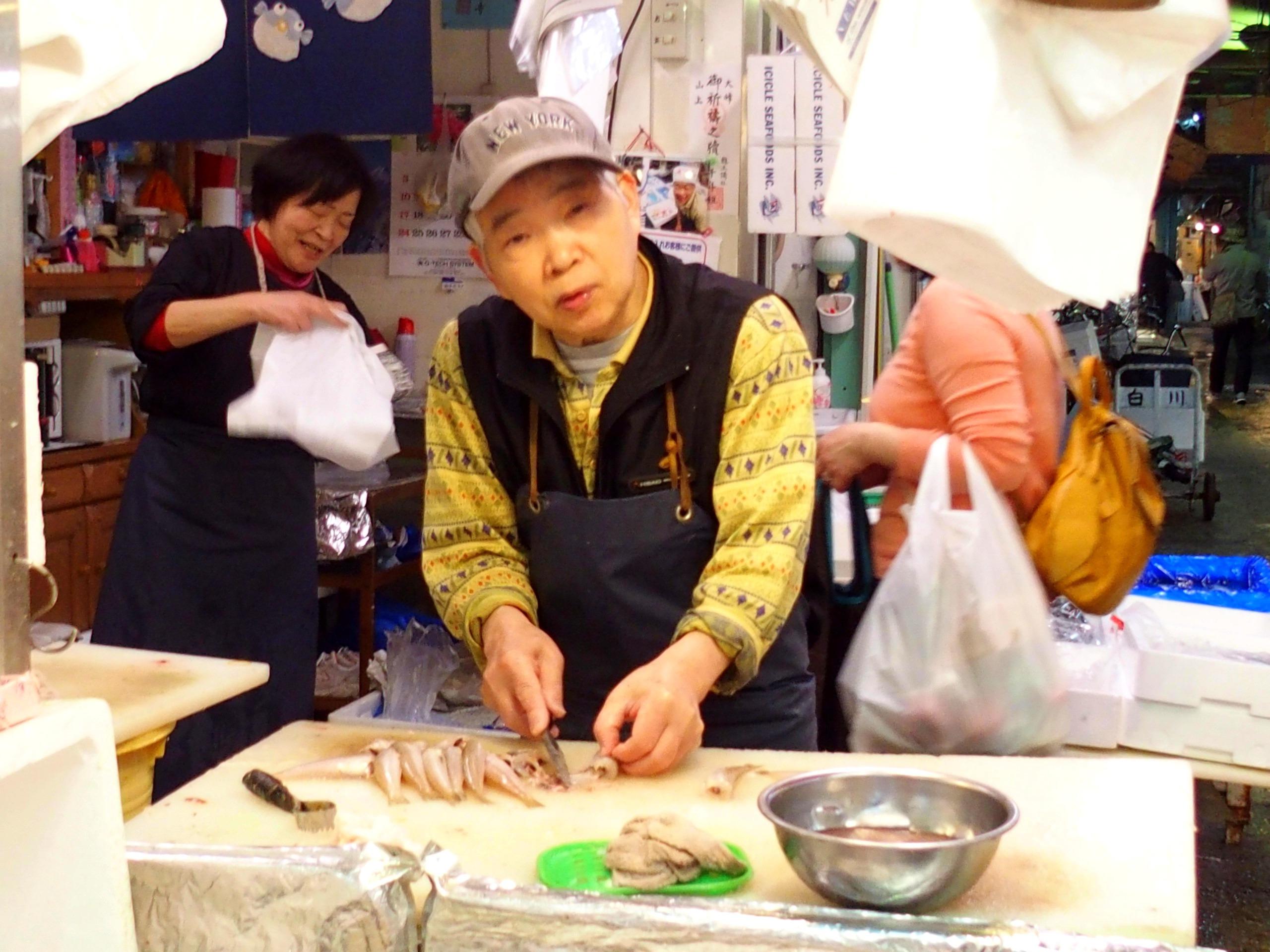 Découpe poissons marché d'Osaka Japon