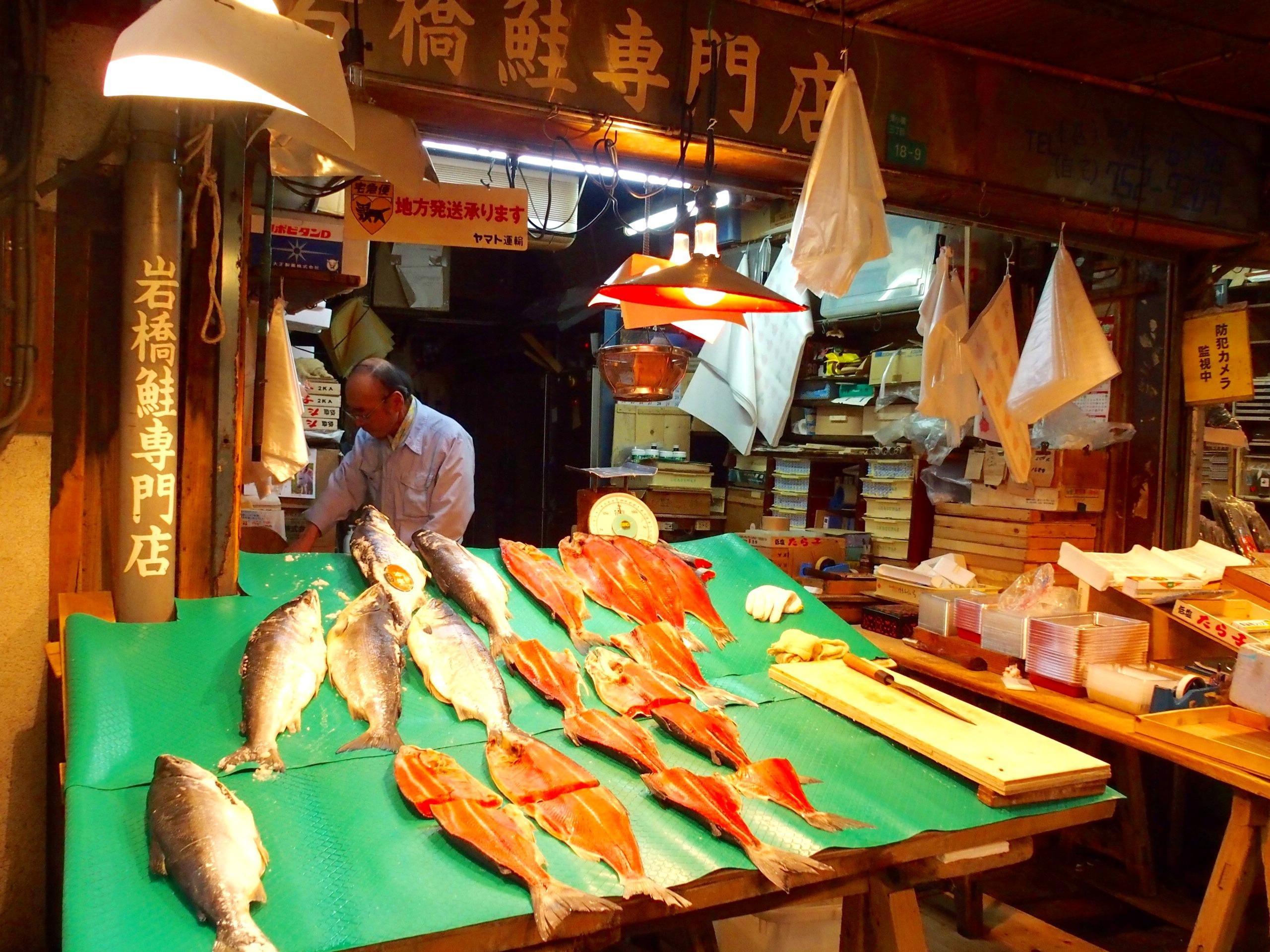 Etal de poissonnier visite d'Osaka Japon