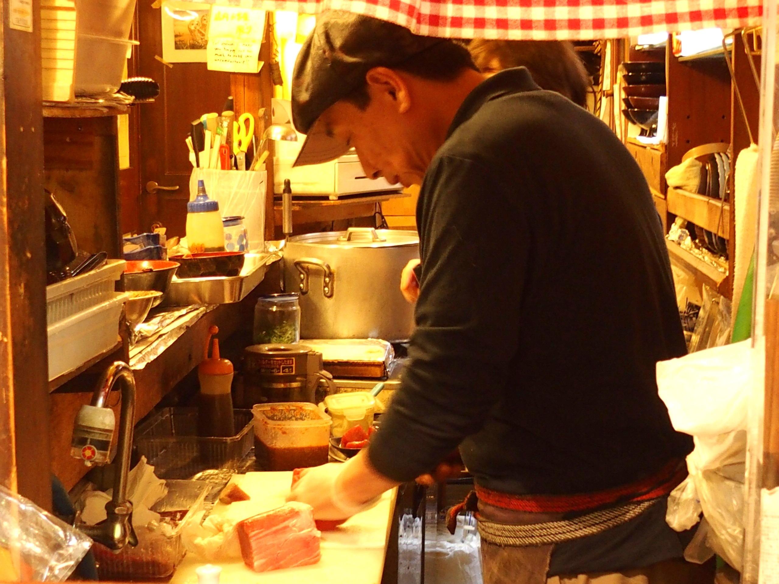 Préparation des sushis marché Osaka Japon