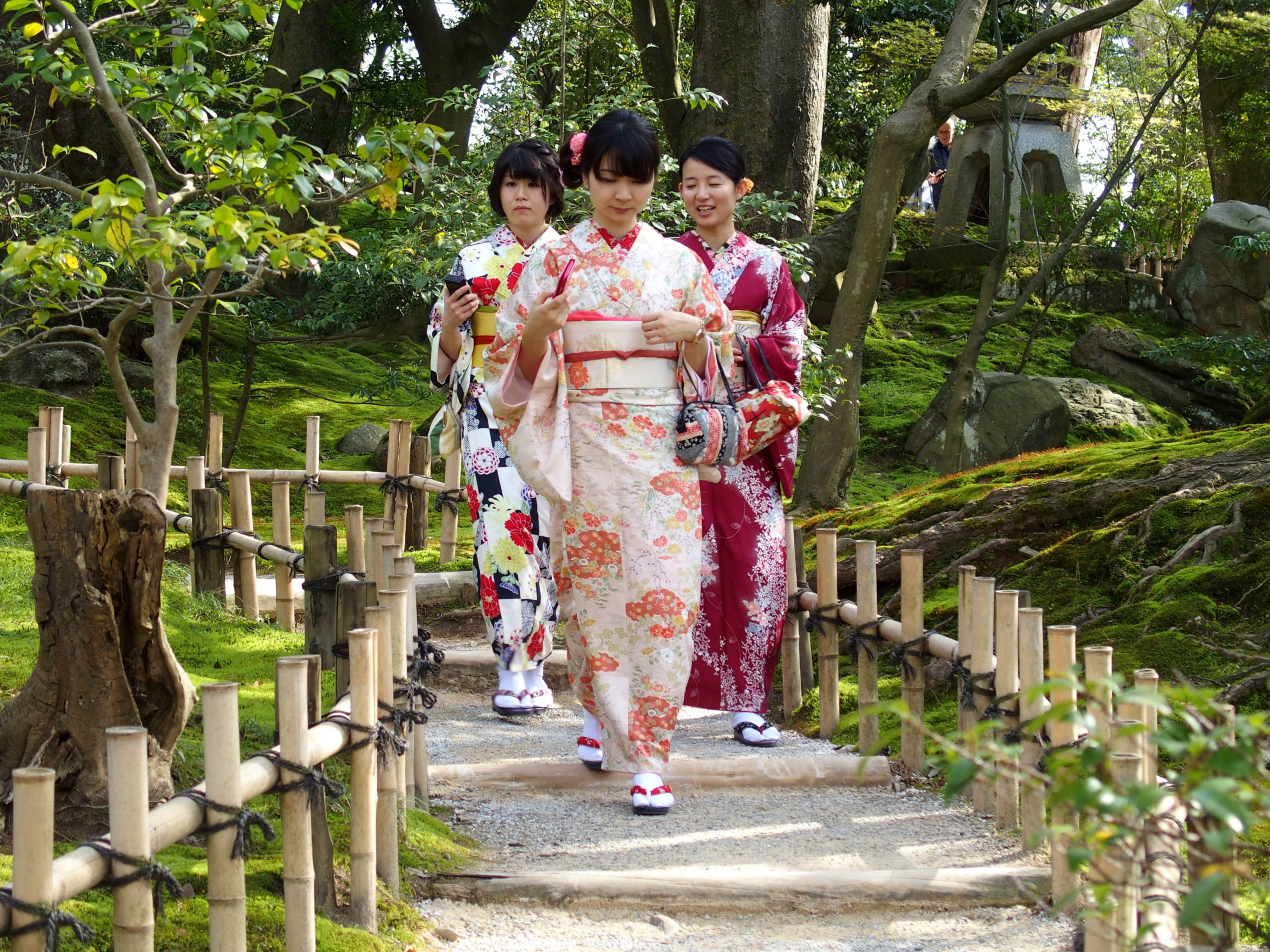 Balade dans jardin Kenrokuen Kanazawa Japon