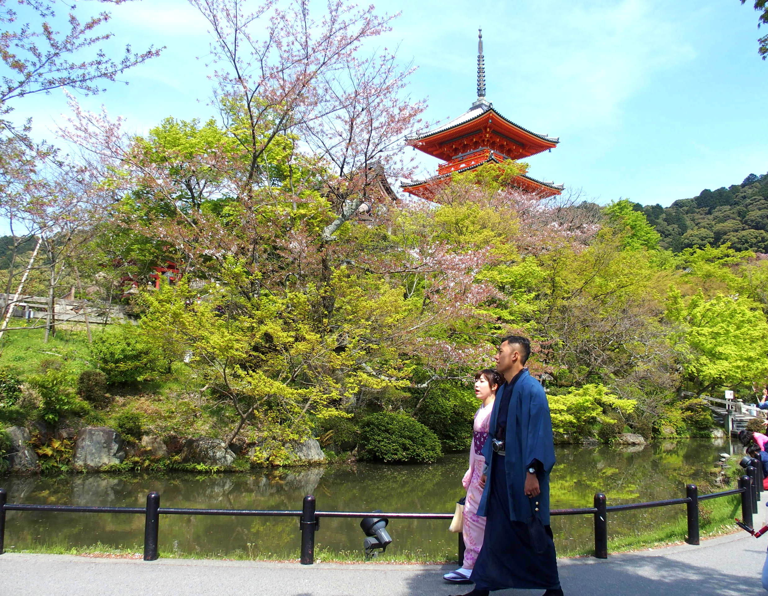 Dans les jardins du temple Kiyomizu-Dera Kyoto