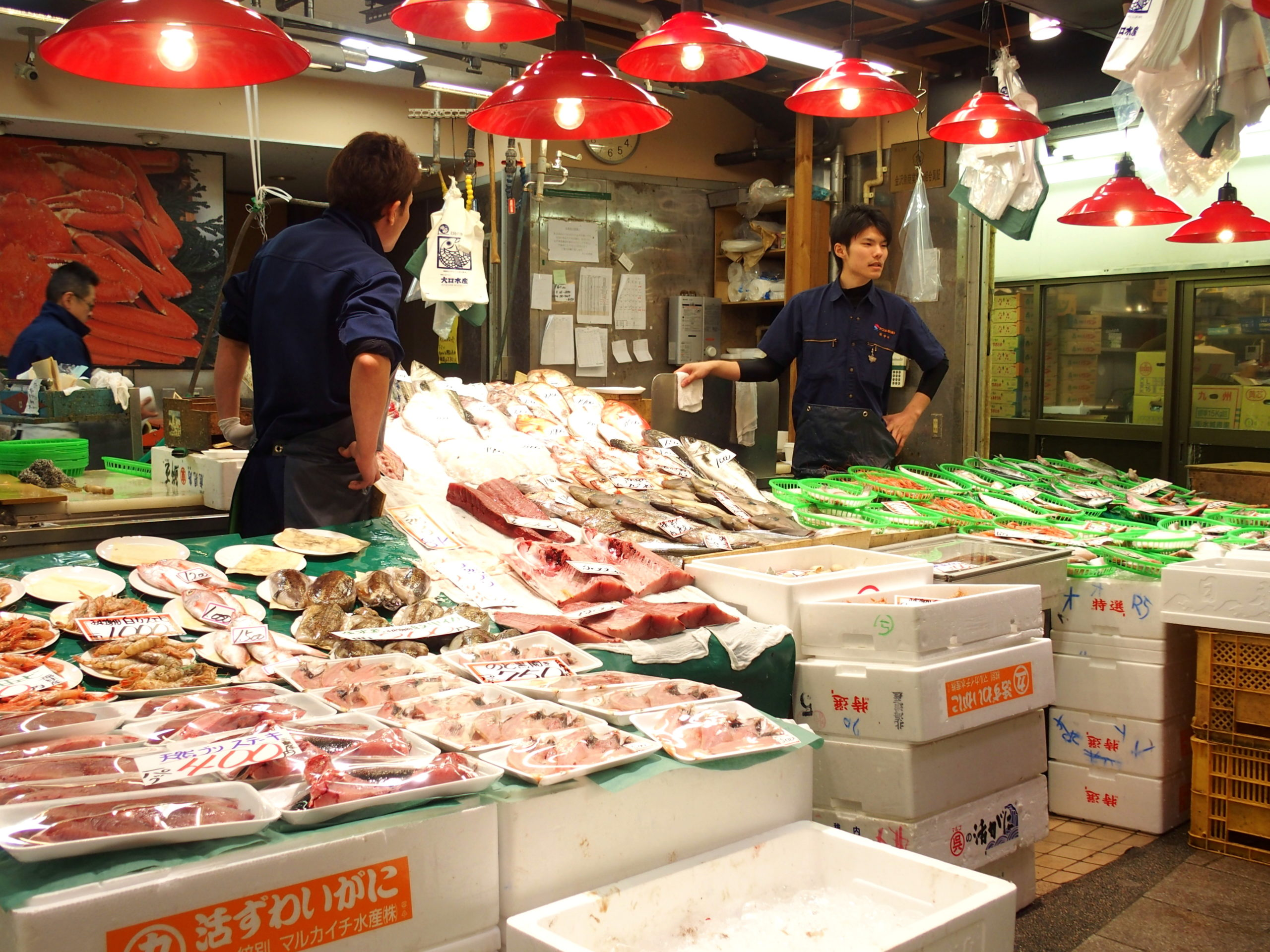 Etal de poissonnerie marché Omicho Kanazawa Japon