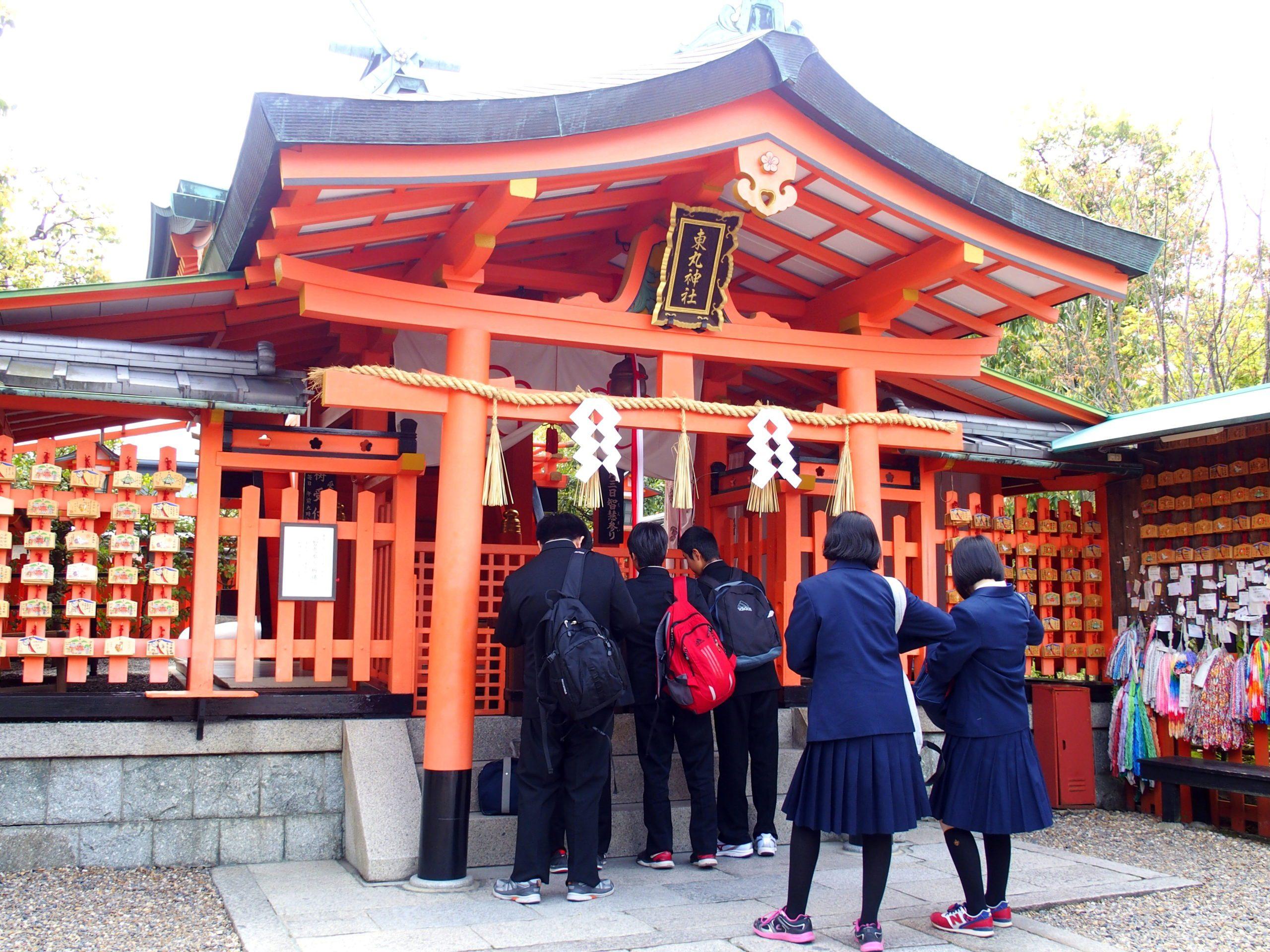 Lycées qui font des voeux de succès temple Kiyomizu-Dera Kyoto
