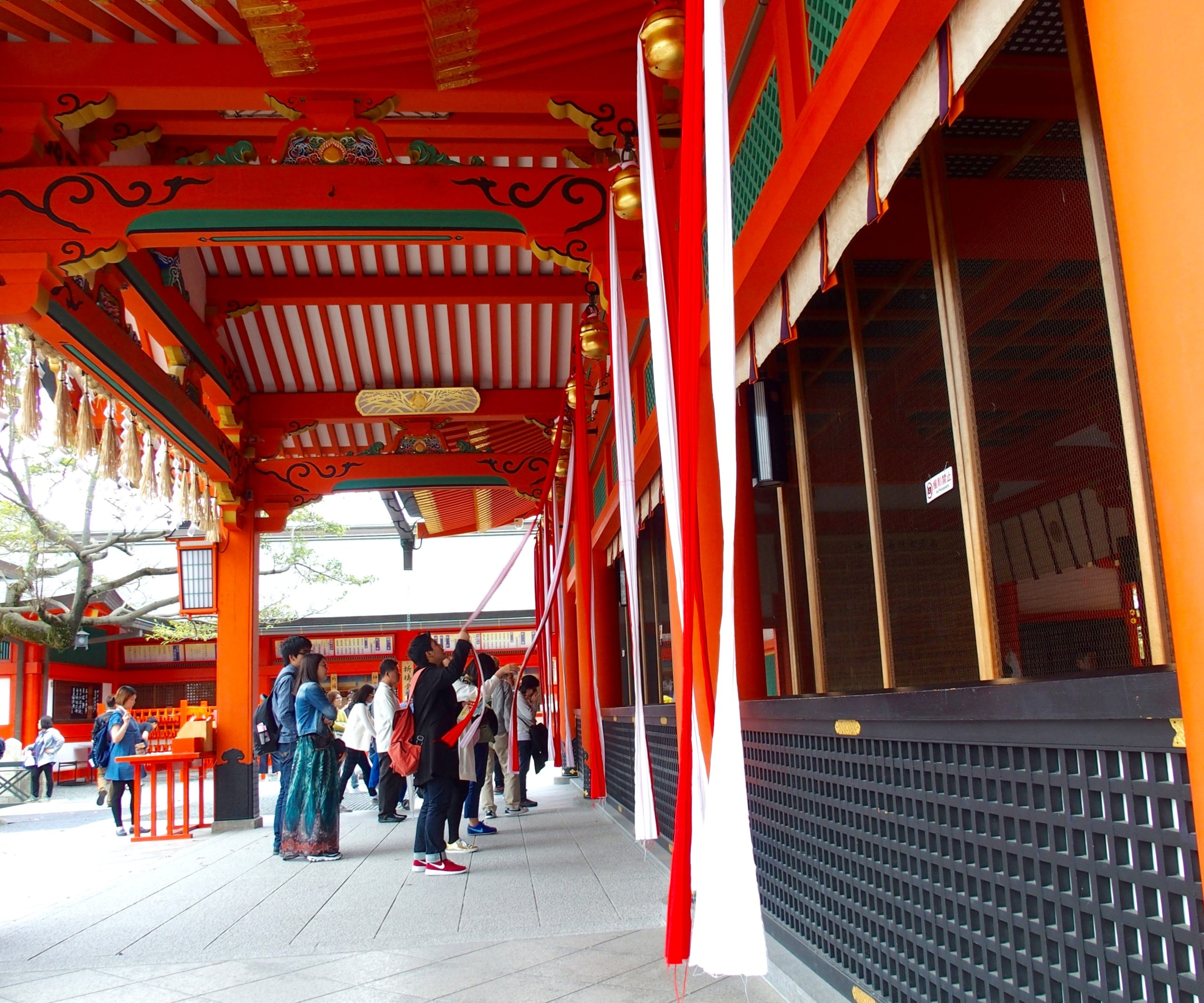 Prières à l'entrée temple Kiyomizu-Dera Kyoto