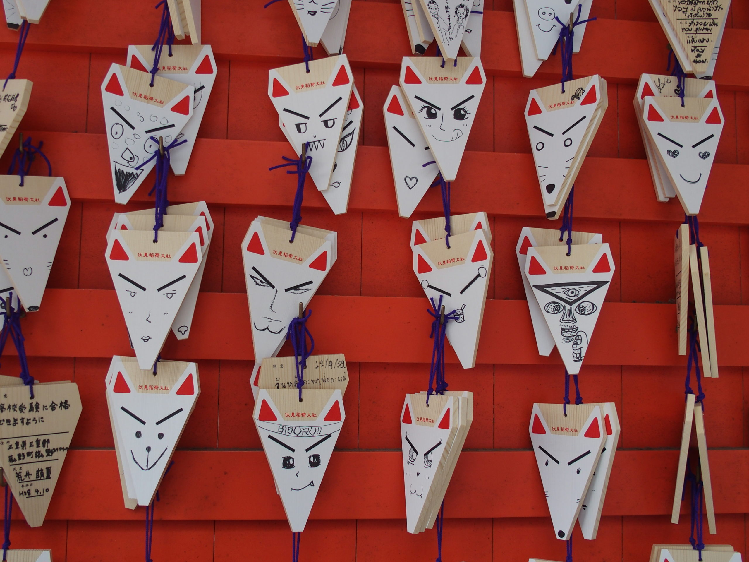 Tablettes votives en forme de tête de renard temple Kiyomizu-Dera Kyoto