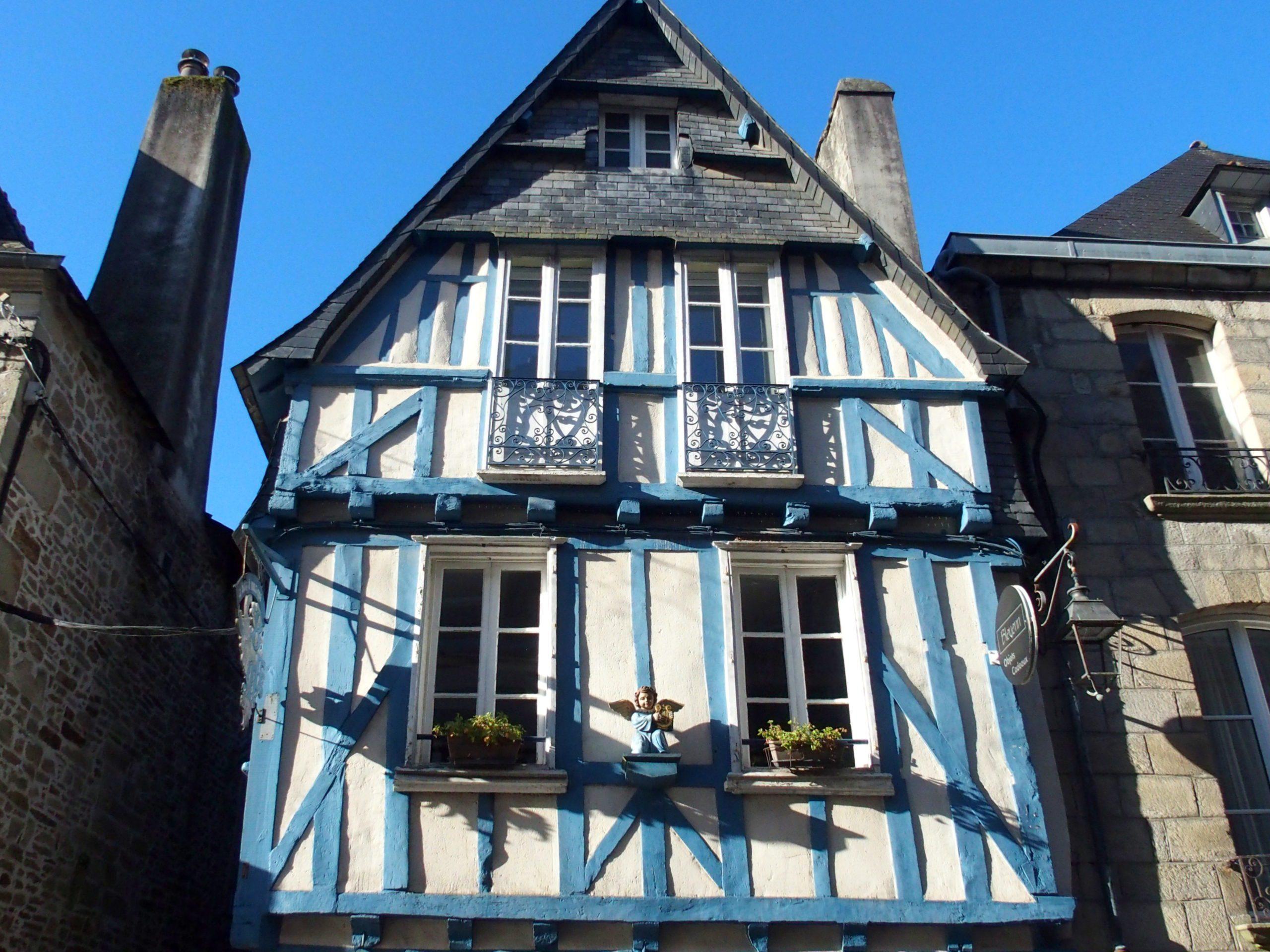 Maison à colombage bleus Quimper Bretagne.