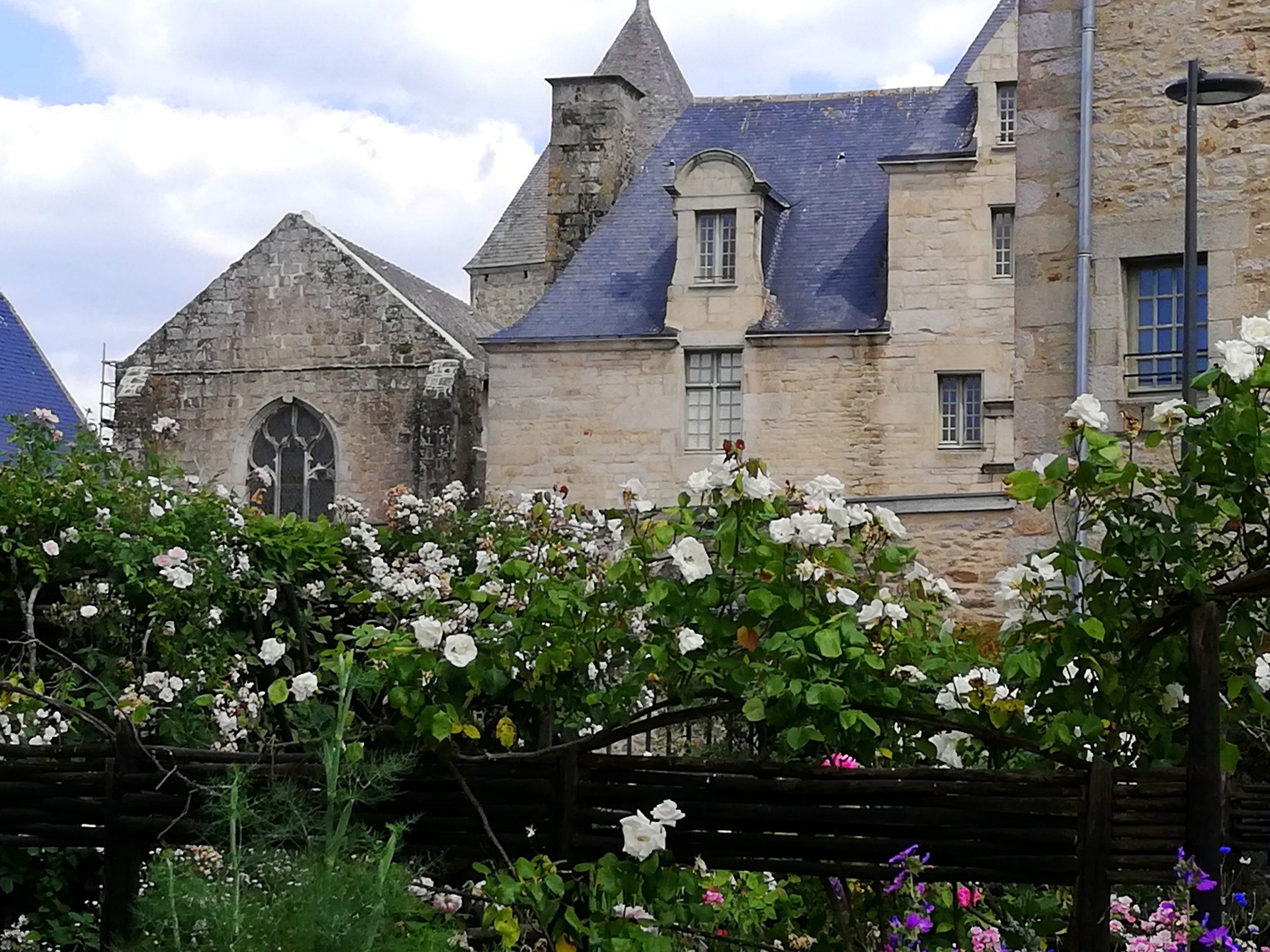 Prieuré et église romane de Locmaria Quimper Bretagne