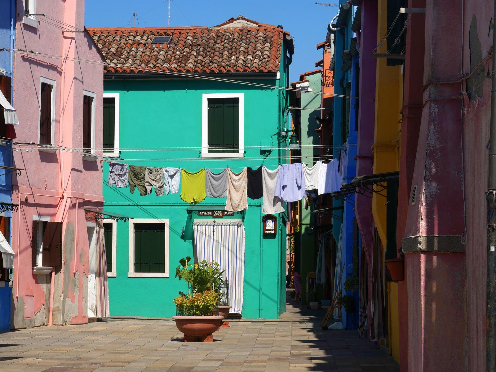 7 raisons de visiter Burano et les petites places.jpg