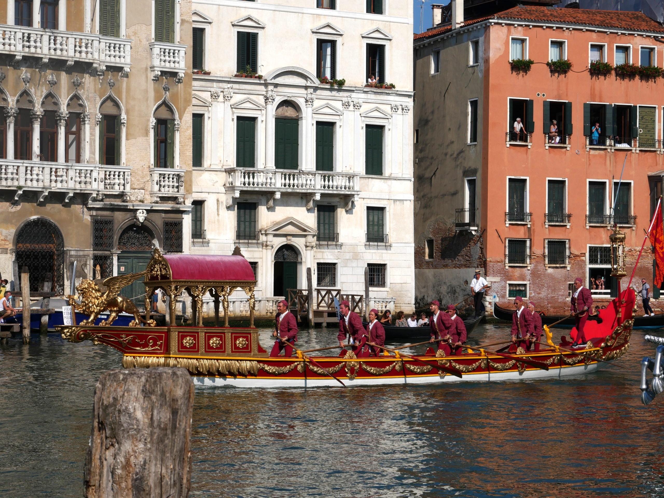 bateau cortège historique regata storica Venise