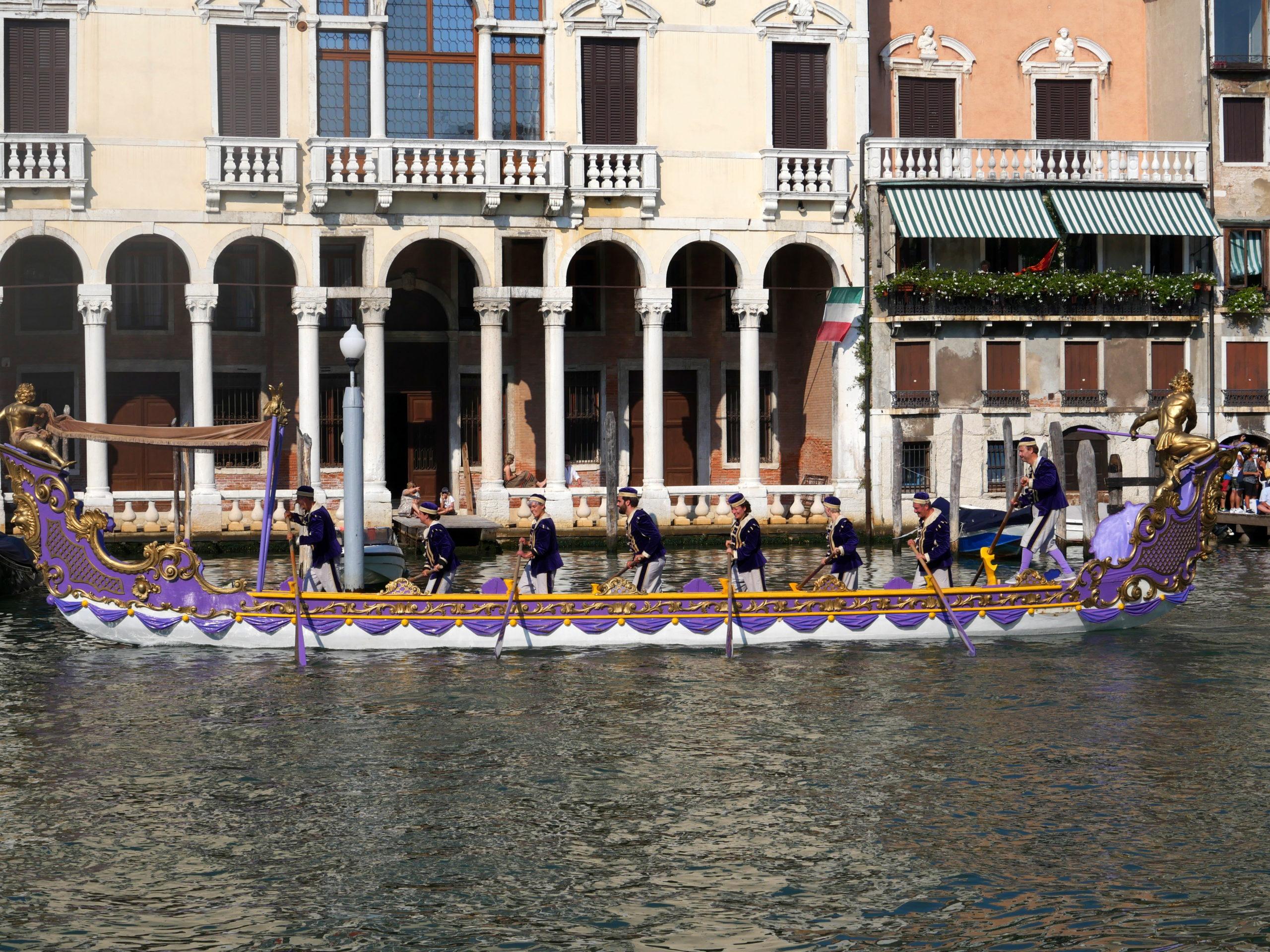 bateau traditionnel regata storica Venise