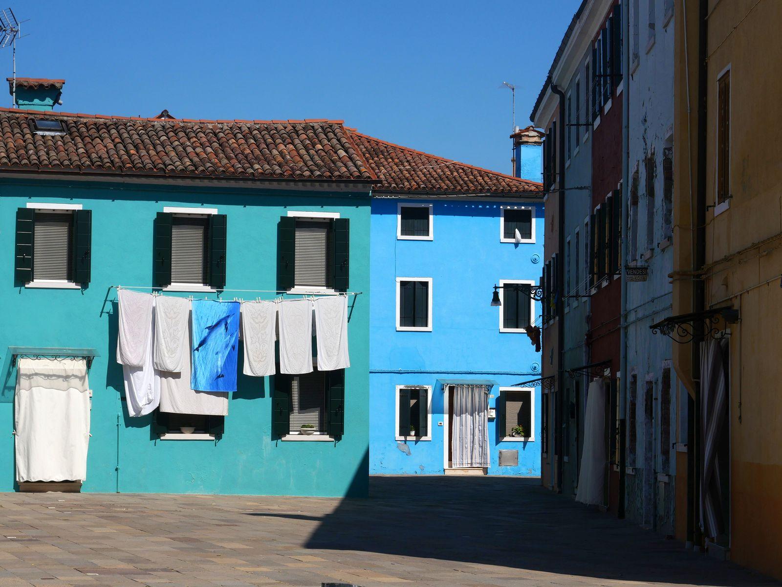 7 raisons de visiter Burano - ses maisons colorées.jpg