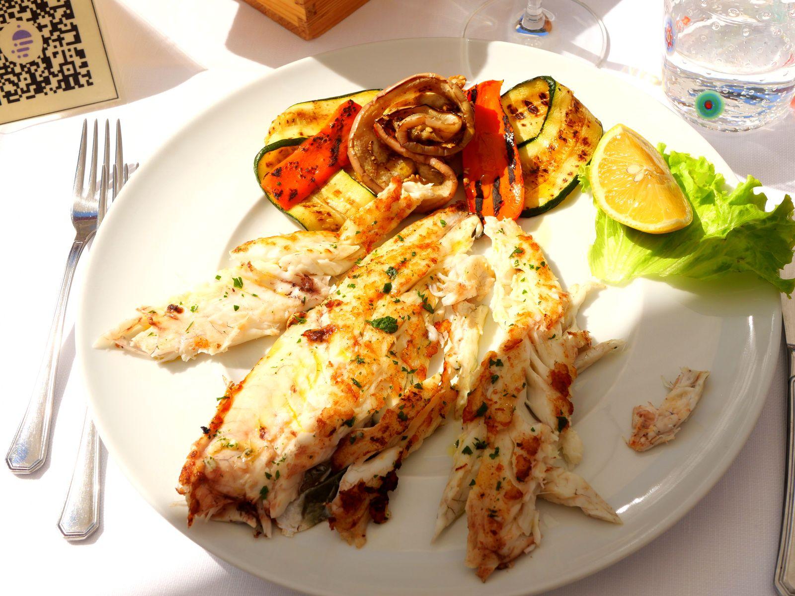 Visiter l'île de Burano et savourer une assiette de bar