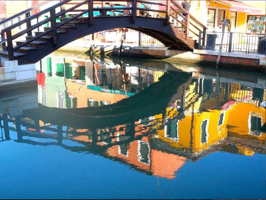 Visiter l'île de Burano et ses petits ponts.jpg