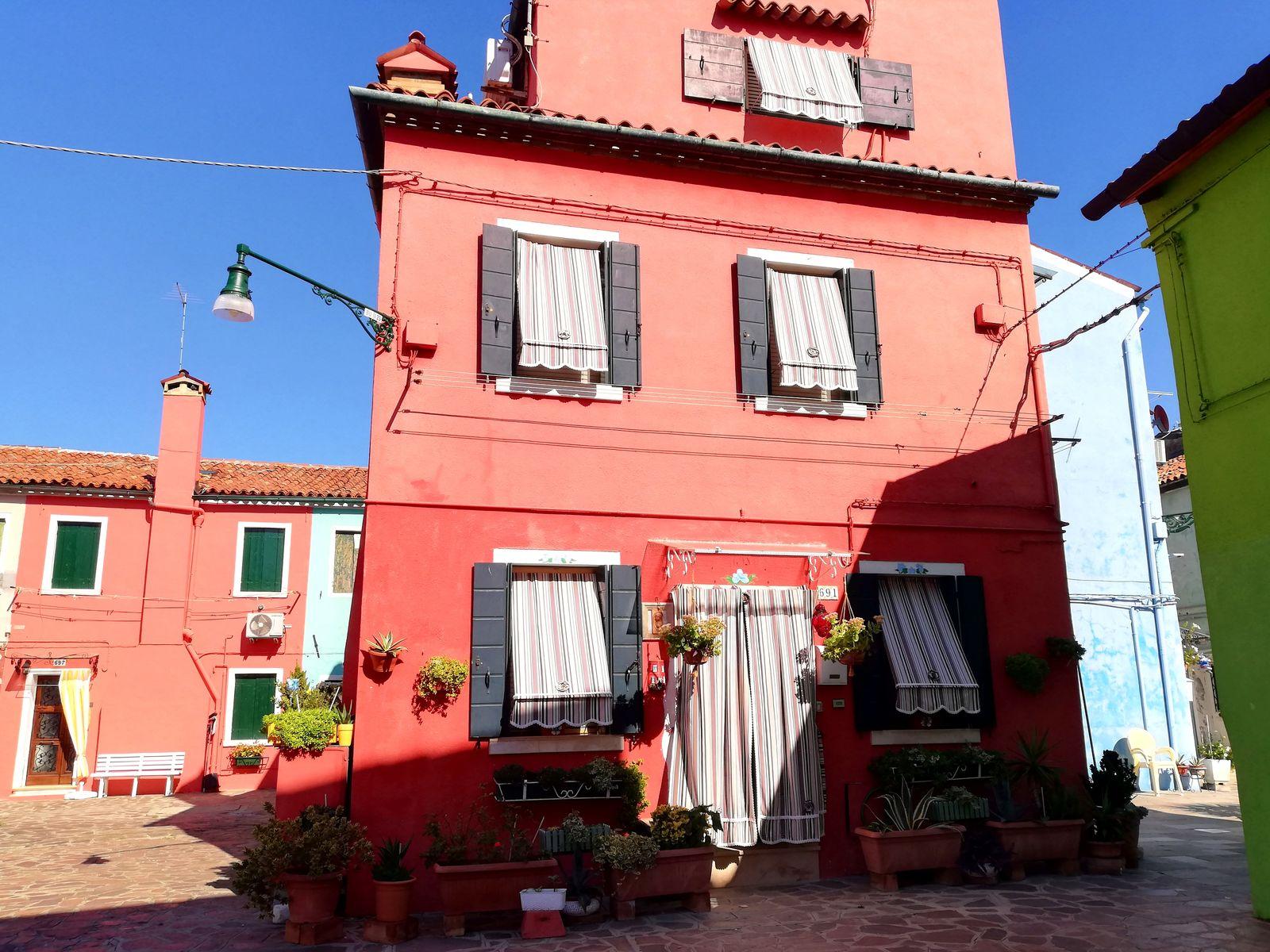 Visiter l'île de Burano maison rose