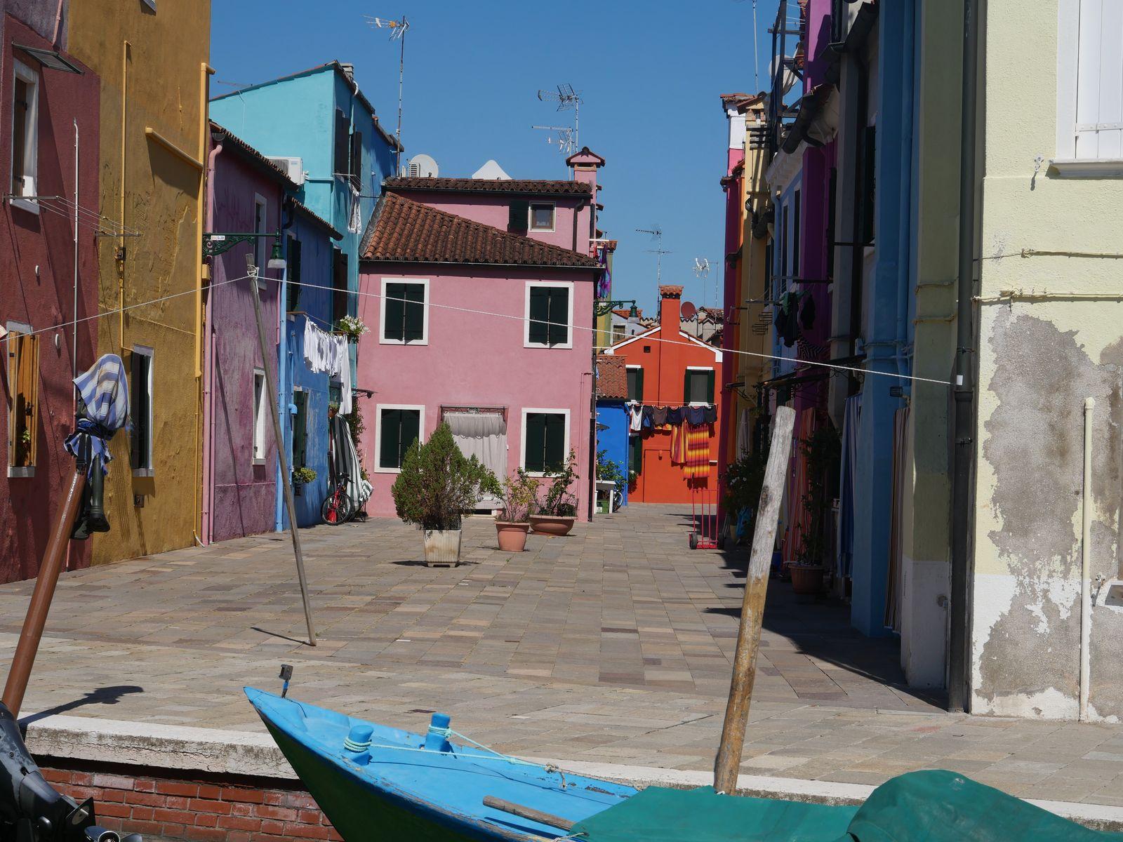 raisons de visiter Burano maison et bateau