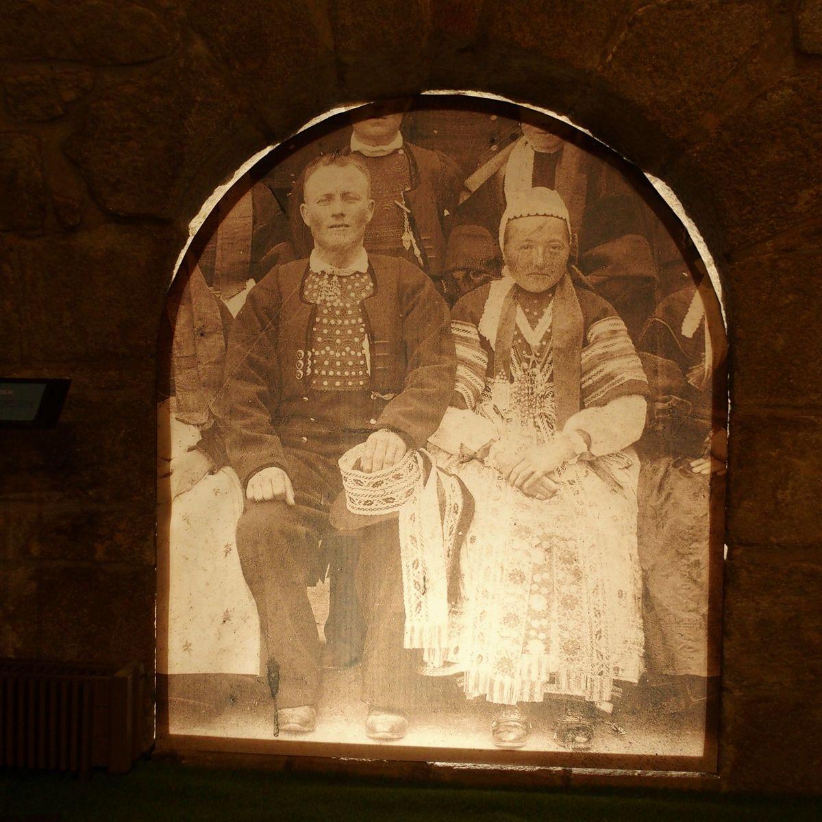Couple de mariés bretons