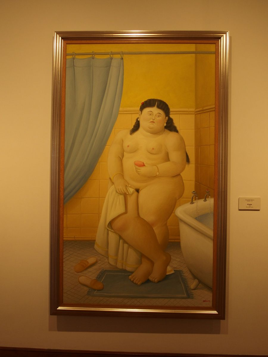 Musee Botero Femme dans sa salle de bain_