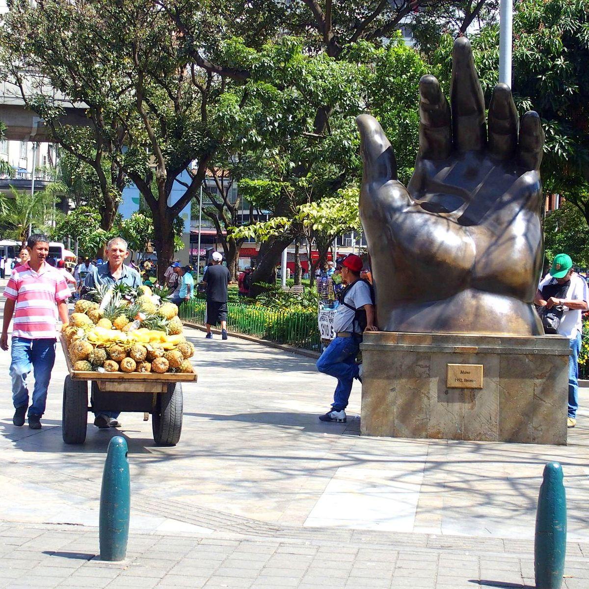 Sculptures de Botero La Main Medellin