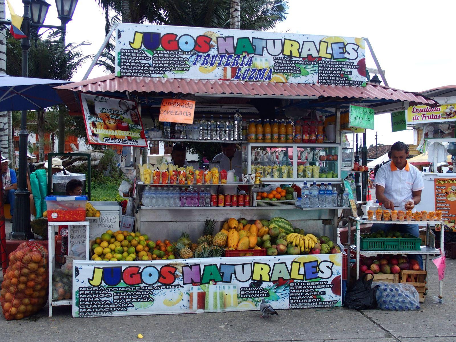 Stand jus de fruits Salento Colombie
