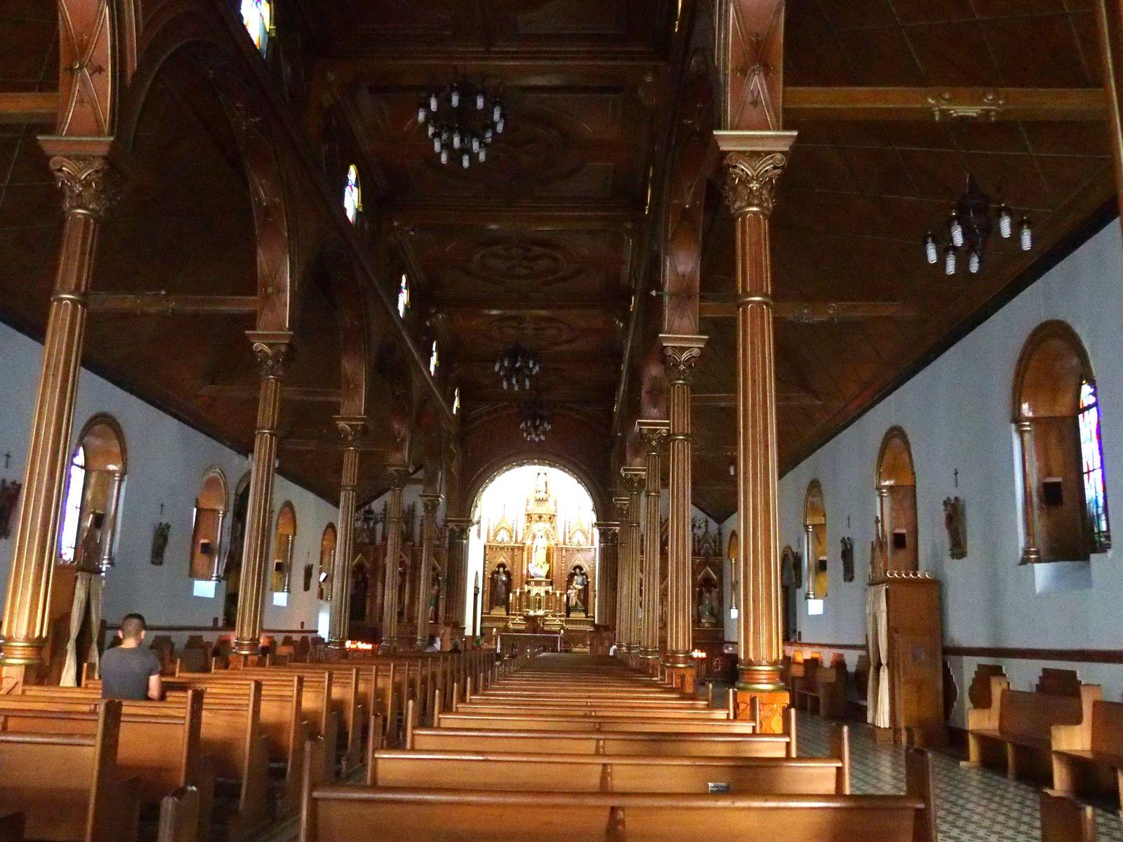 Visiter l'intérieur de l'Eglise de Salento Colombie